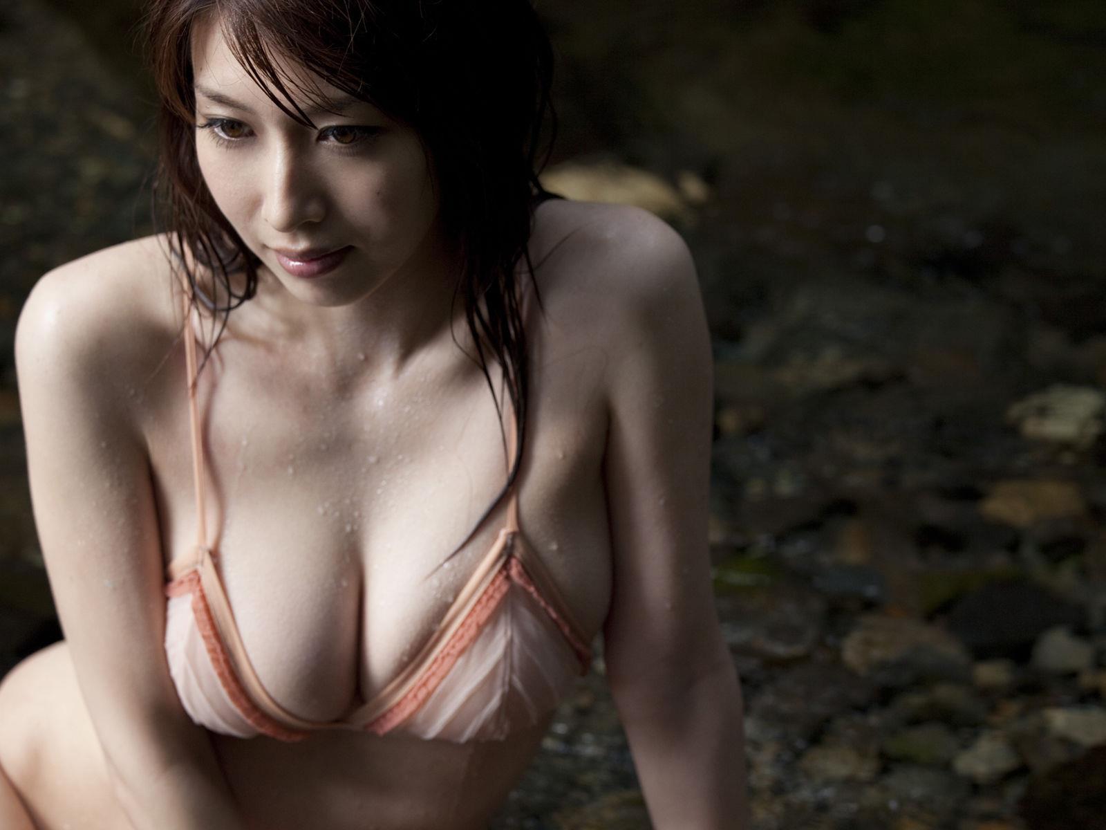 小林恵美 セミヌード画像 36