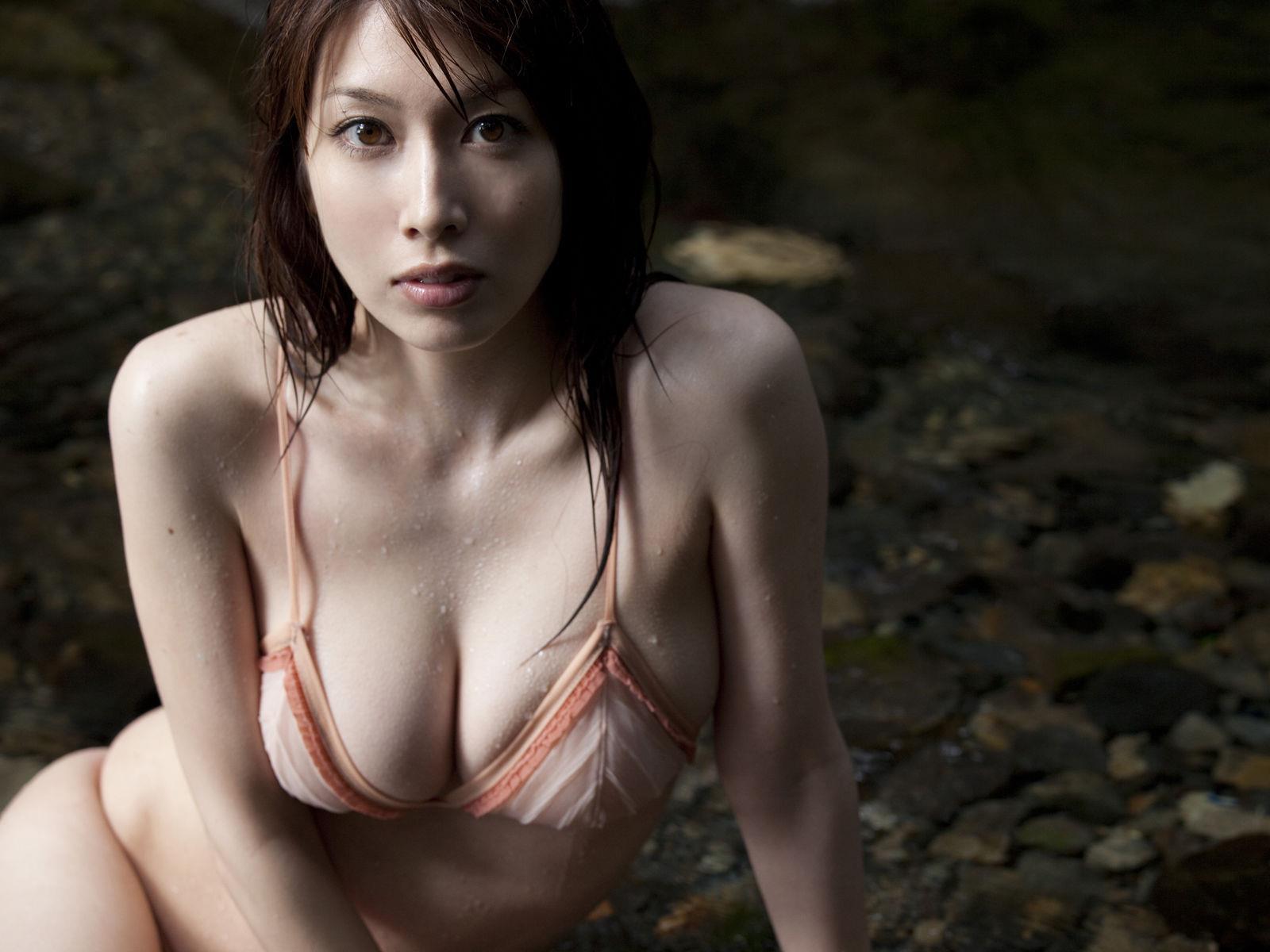小林恵美 セミヌード画像 37