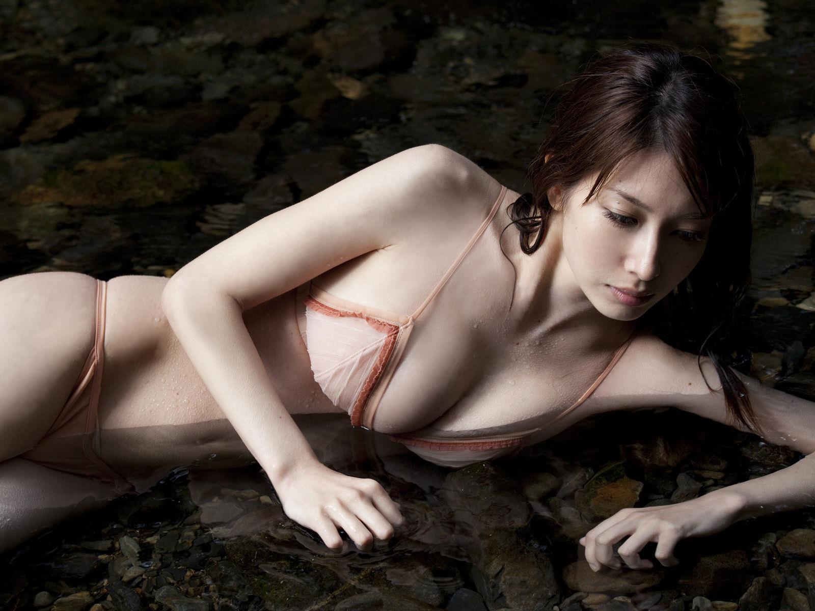 小林恵美 セミヌード画像 39
