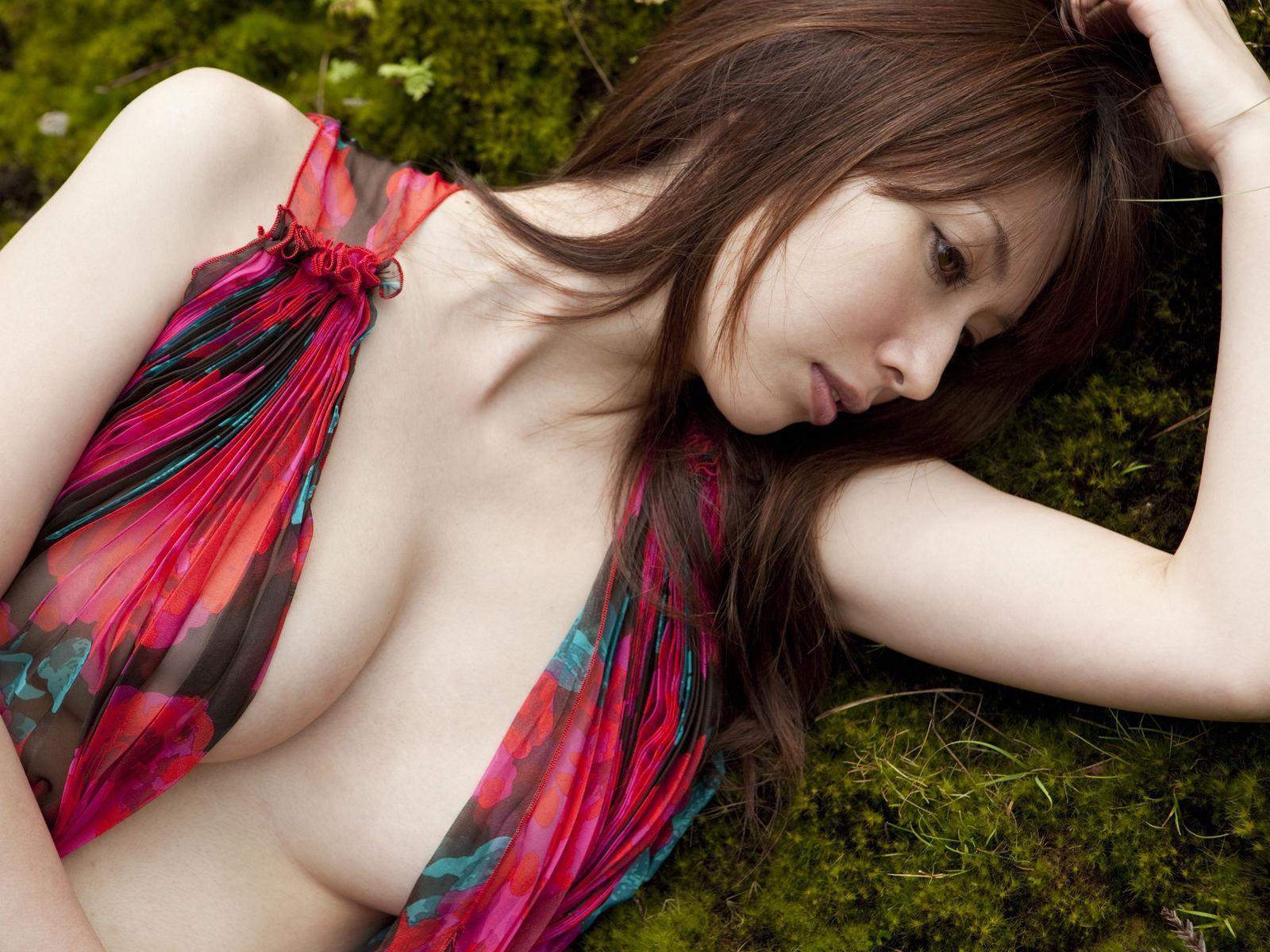 小林恵美 セミヌード画像 49