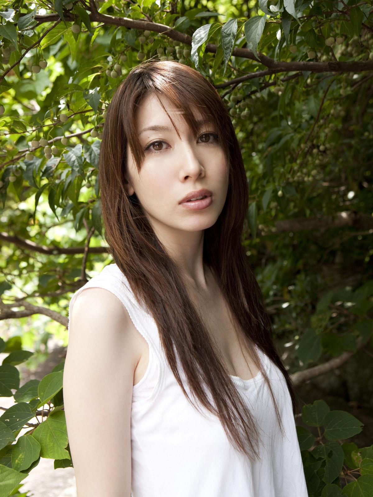 小林恵美 セミヌード画像 51