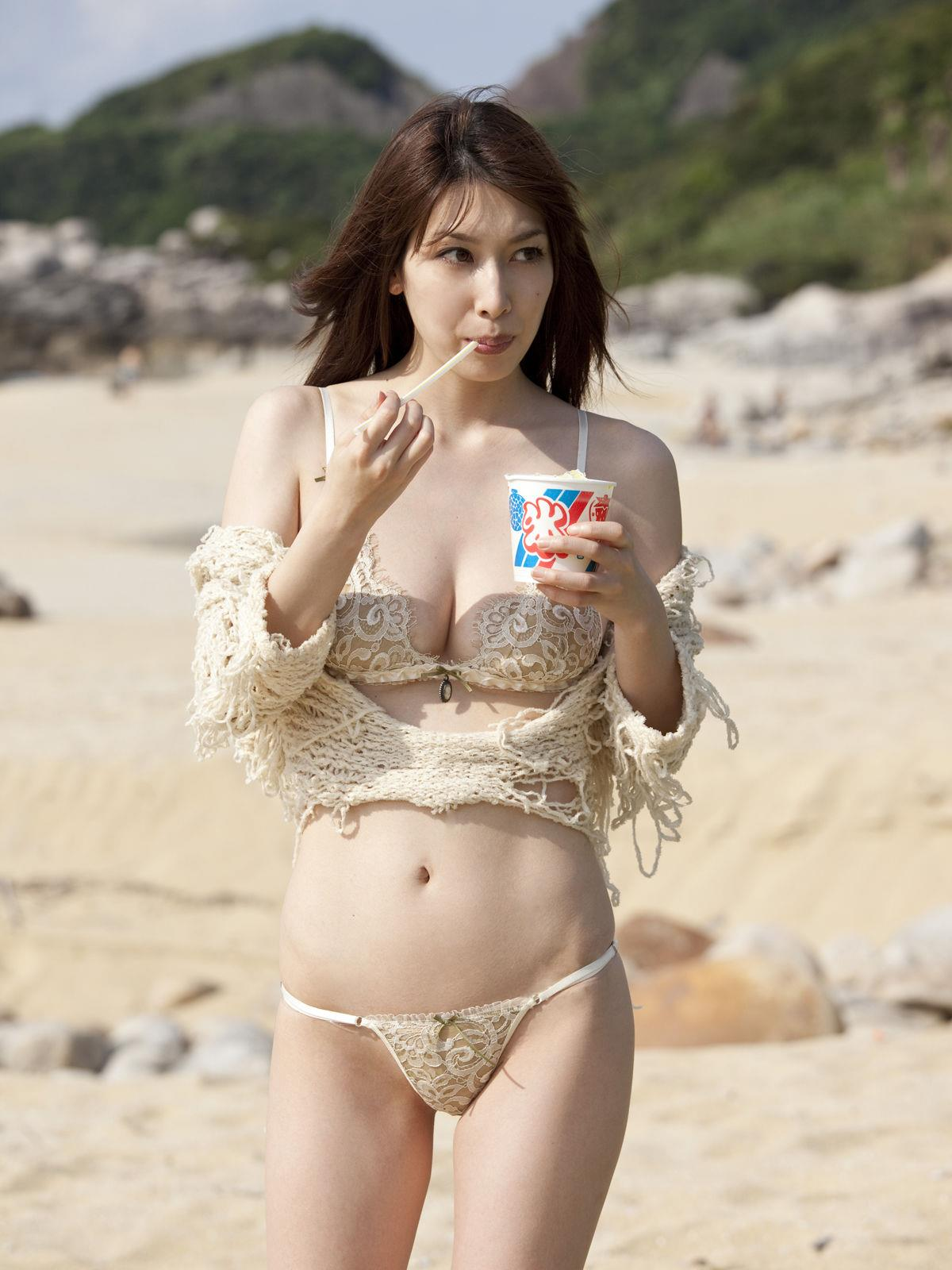 小林恵美 セミヌード画像 62