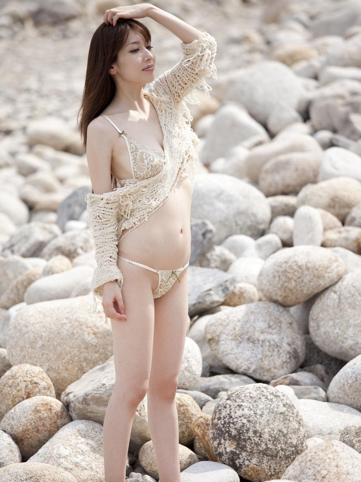 小林恵美 セミヌード画像 65