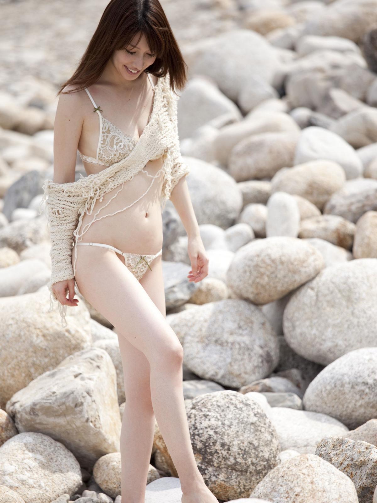 小林恵美 セミヌード画像 66