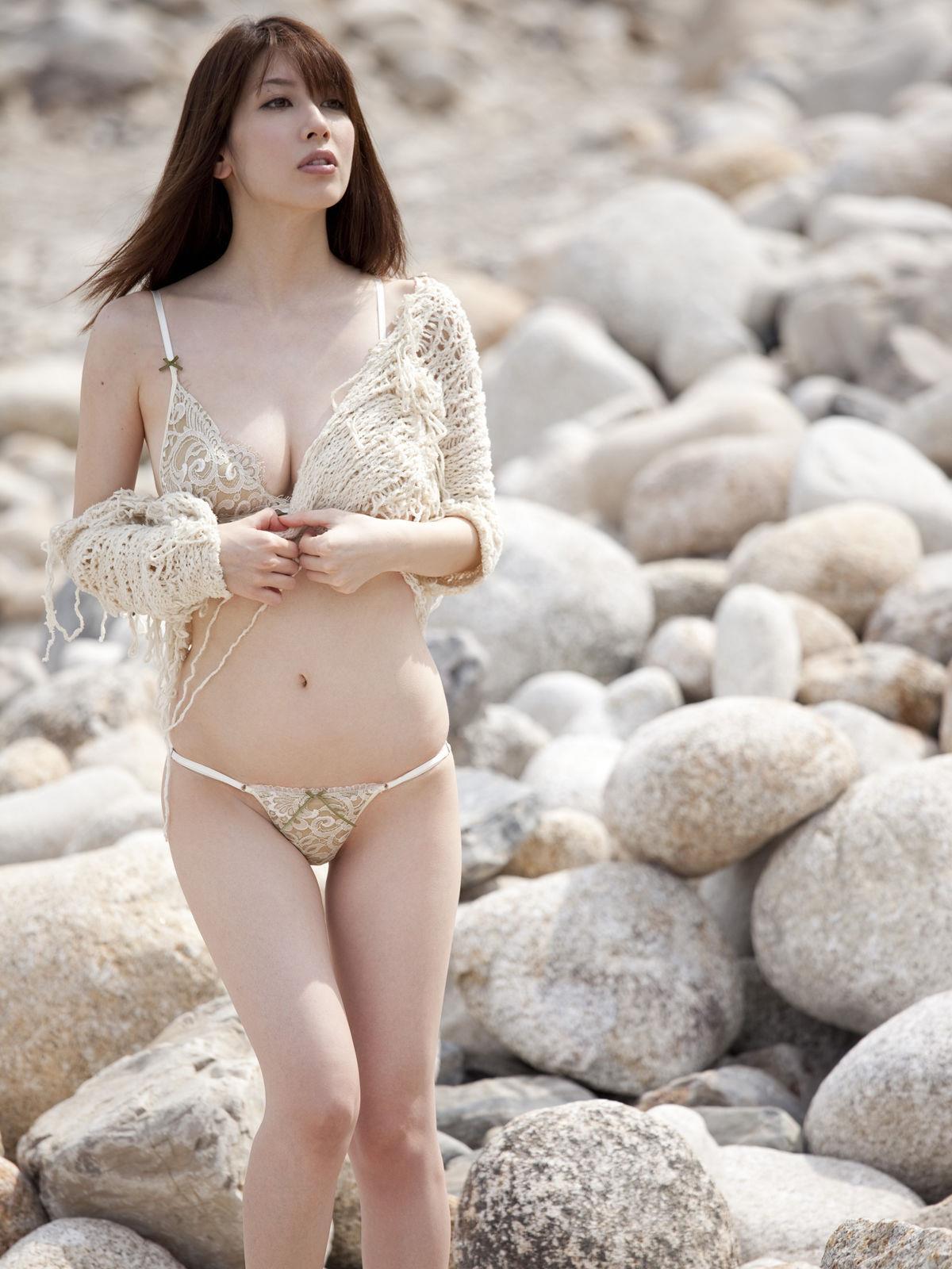 小林恵美 セミヌード画像 69