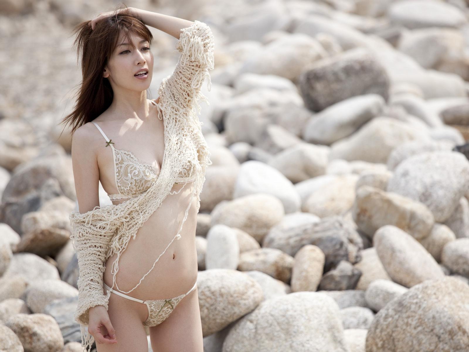 小林恵美 セミヌード画像 70
