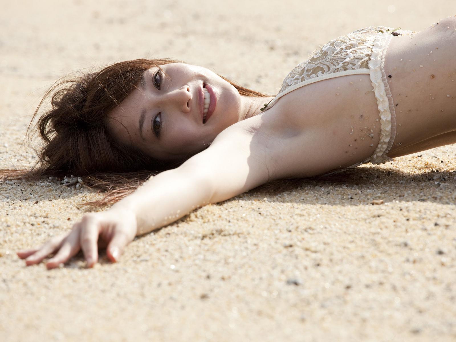 小林恵美 セミヌード画像 74