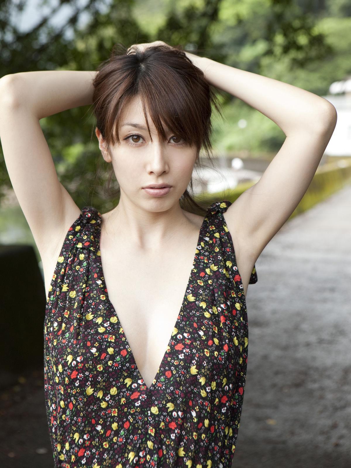 小林恵美 セミヌード画像 76