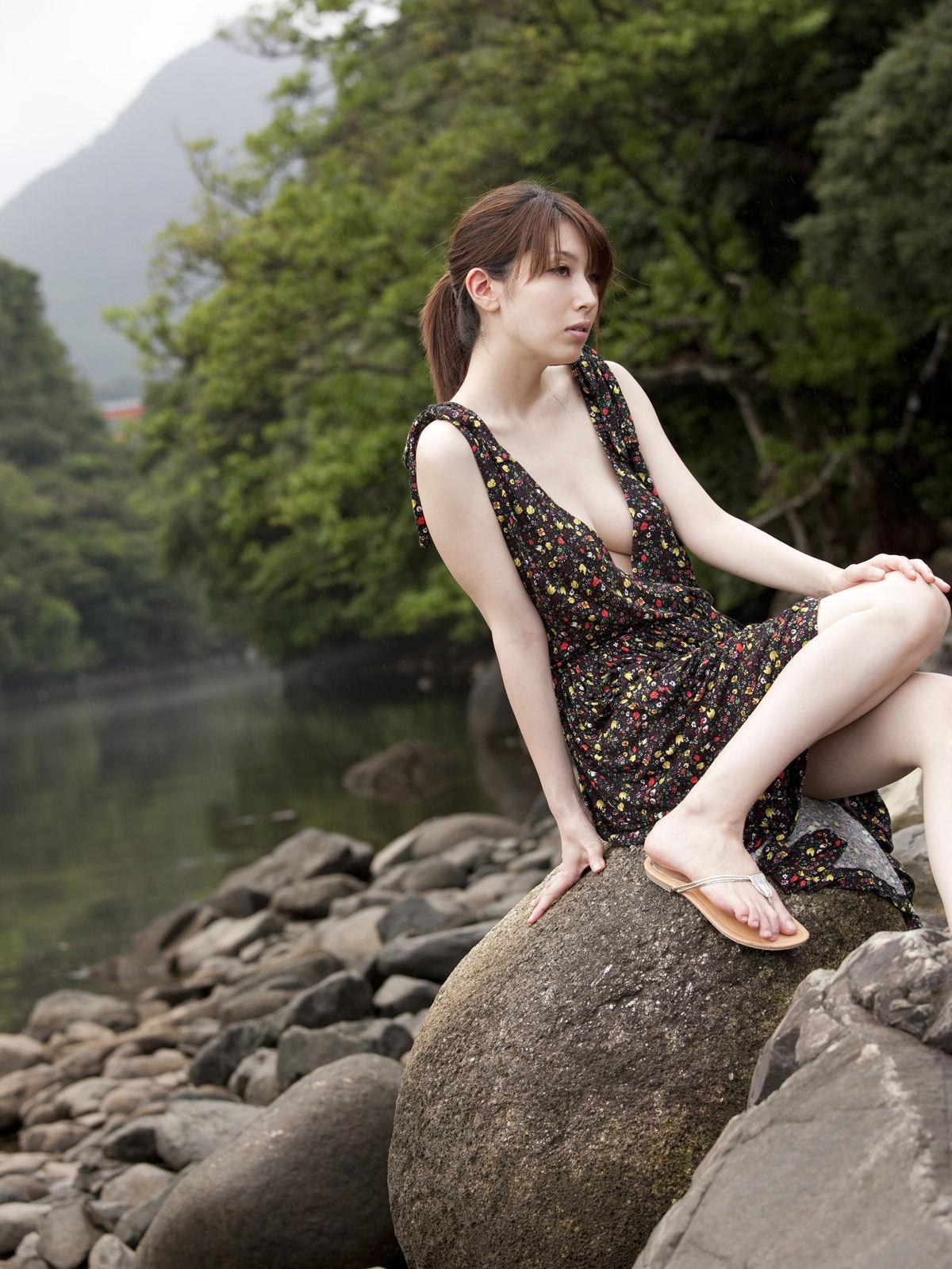 小林恵美 セミヌード画像 79