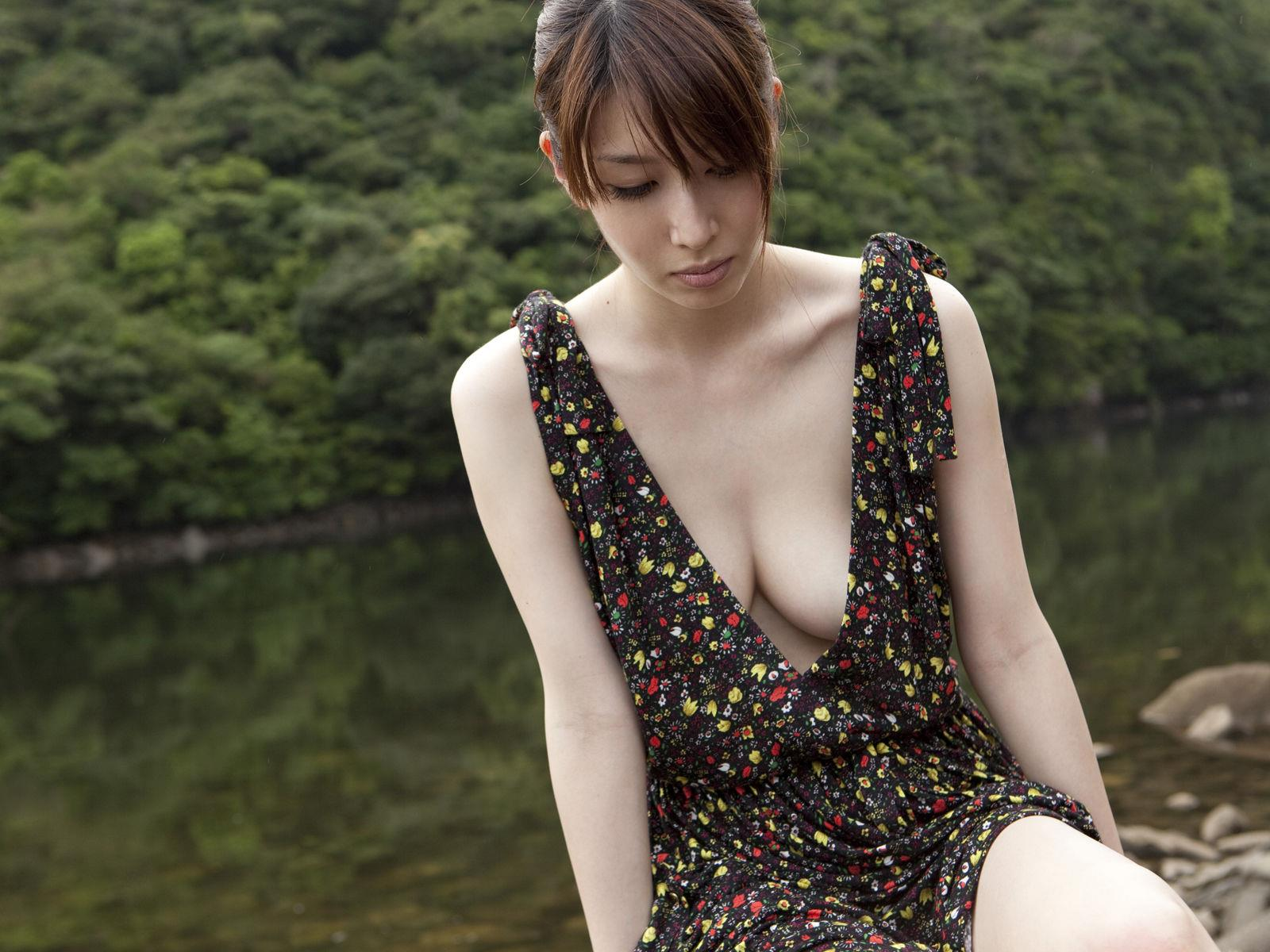 小林恵美 セミヌード画像 82