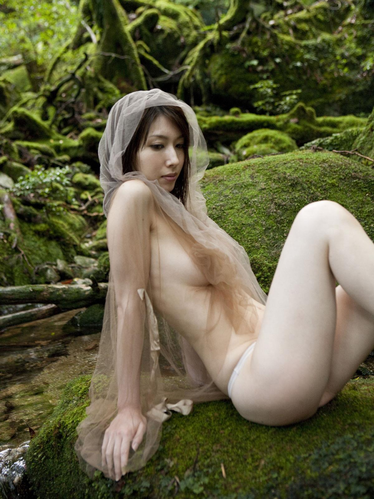 小林恵美 セミヌード画像 89