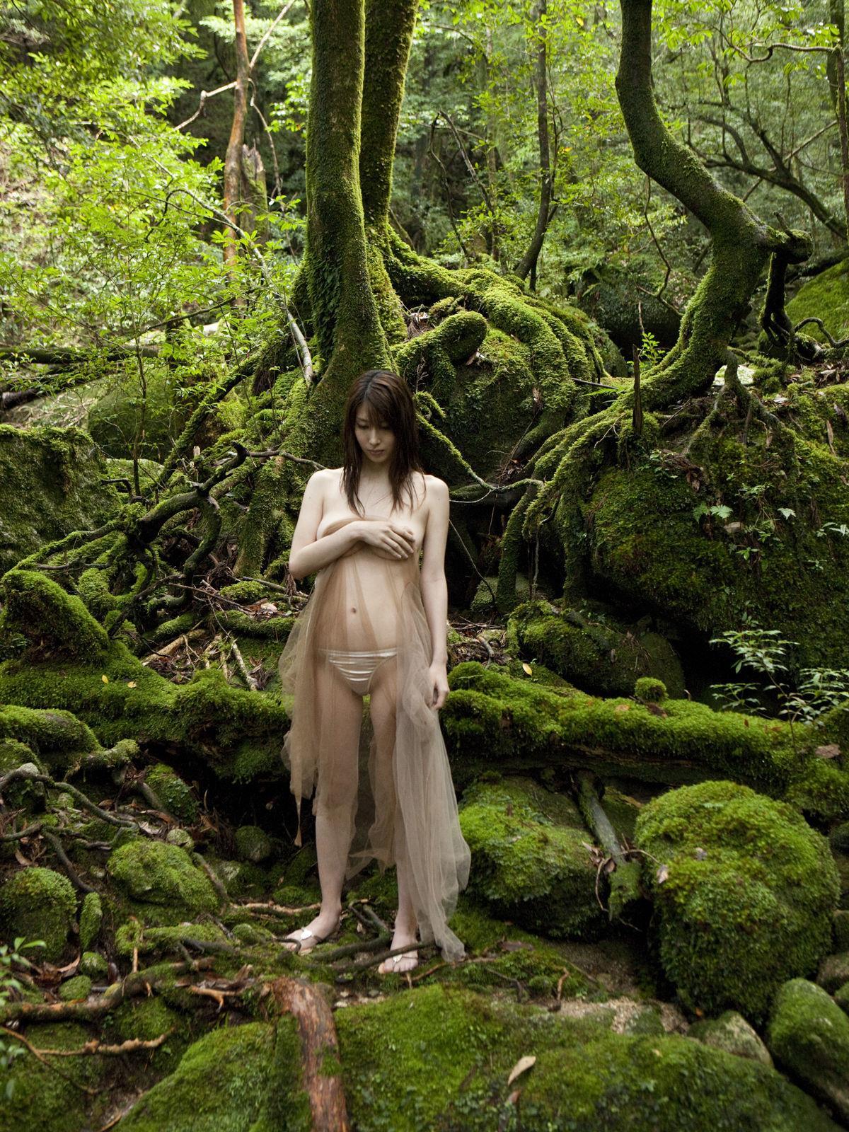 小林恵美 セミヌード画像 90