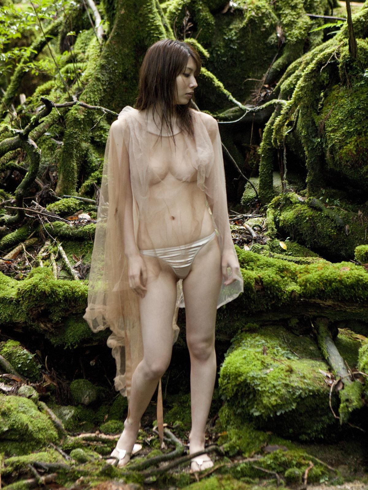 小林恵美 セミヌード画像 92