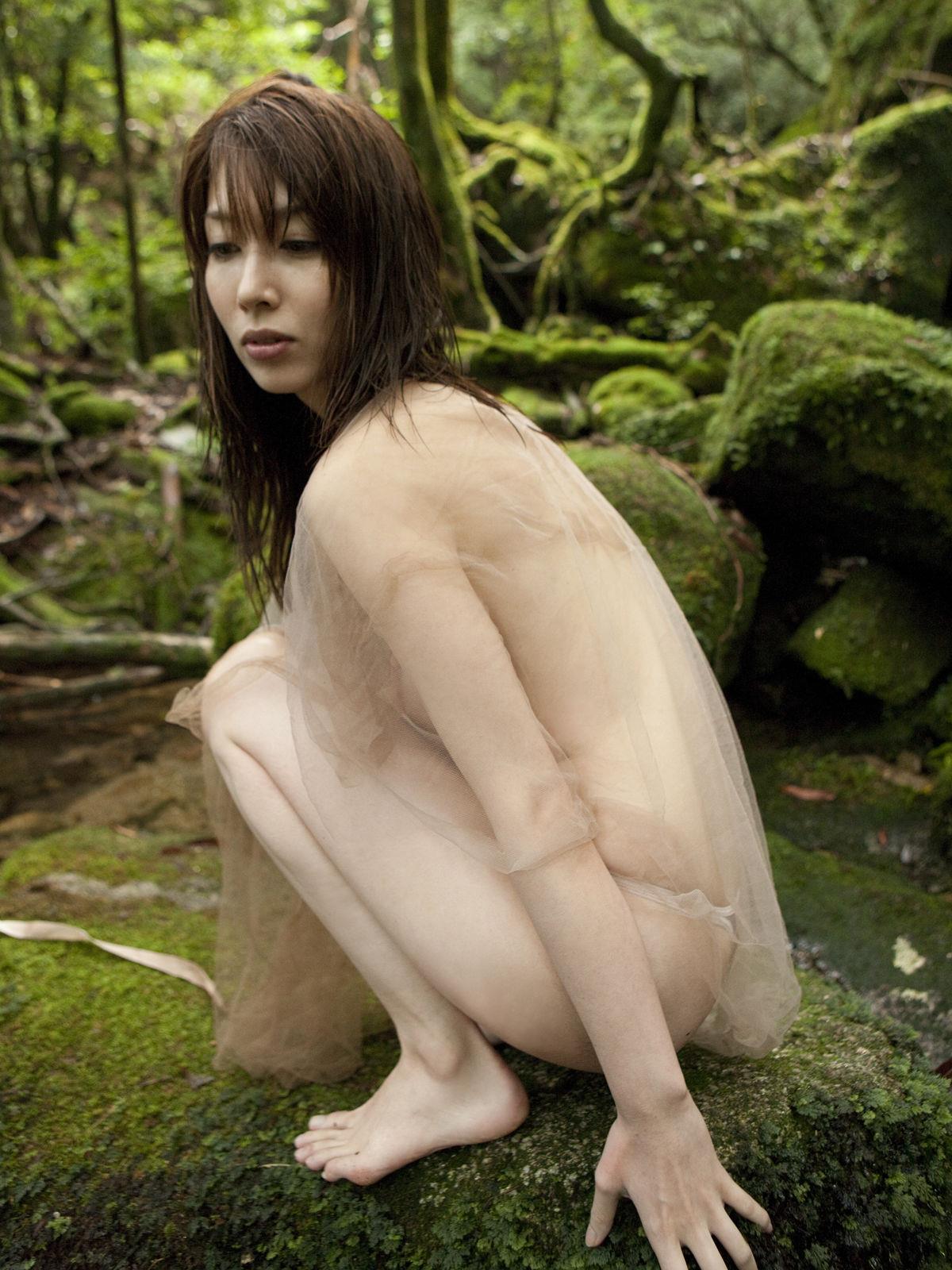 小林恵美 セミヌード画像 94