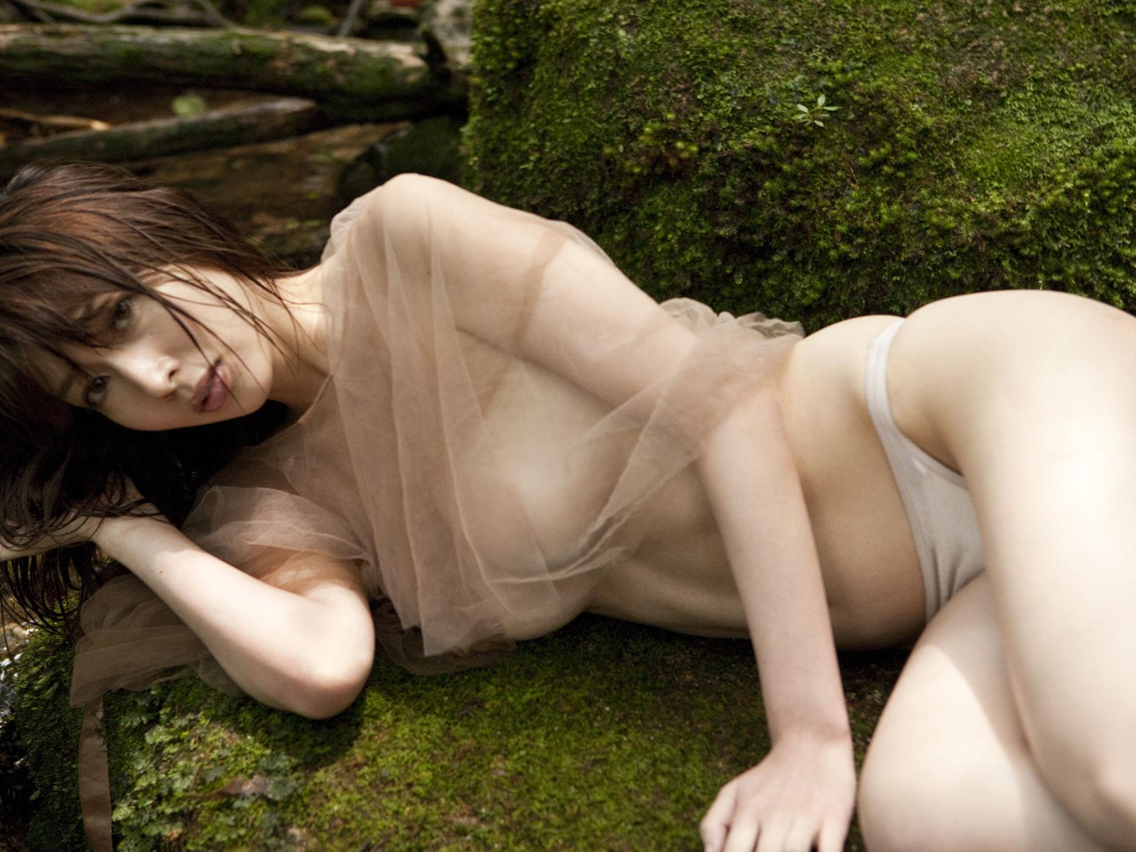 小林恵美 セミヌード画像 96