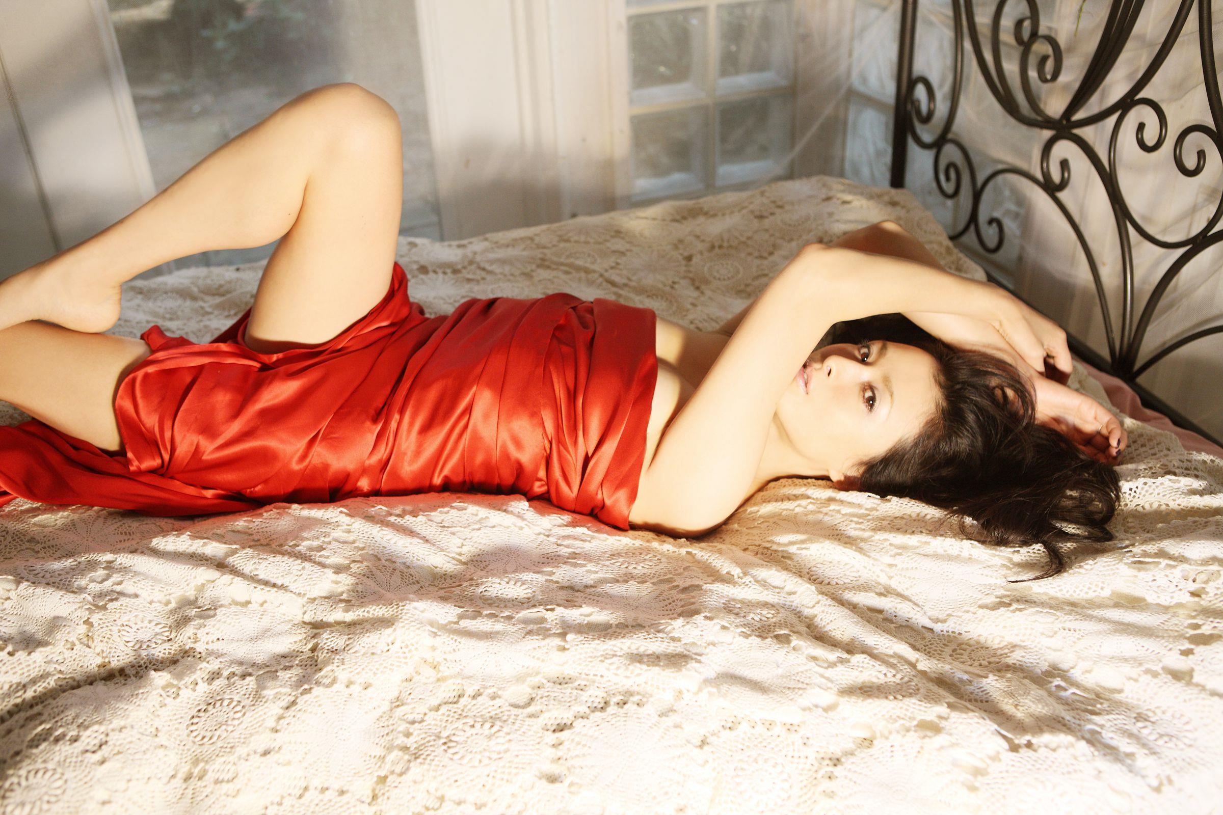 国生さゆり 結婚と離婚を繰り返す女優のセクシー画像