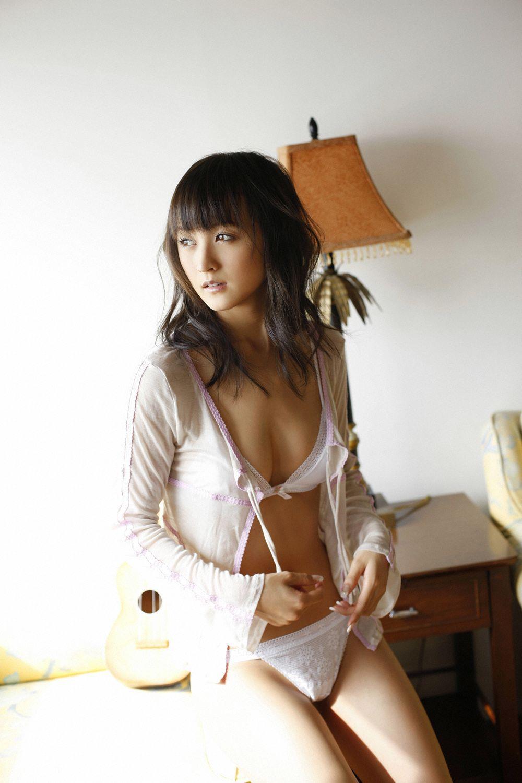 小松彩夏 セクシー画像 22