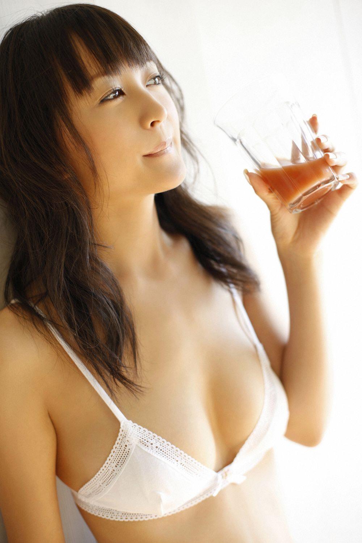 小松彩夏 セクシー画像 31