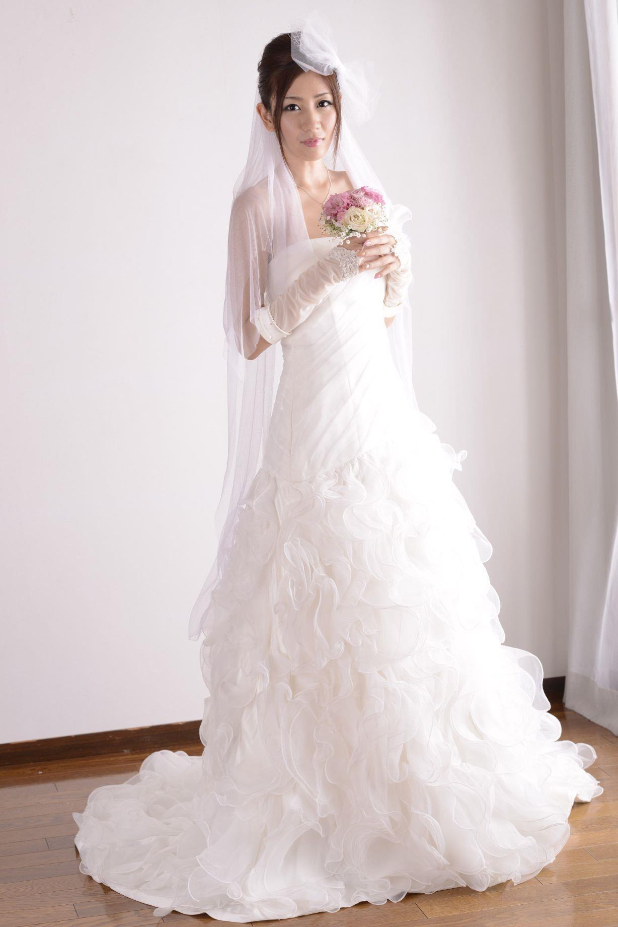 前田かおり ウェディングドレス画像 1