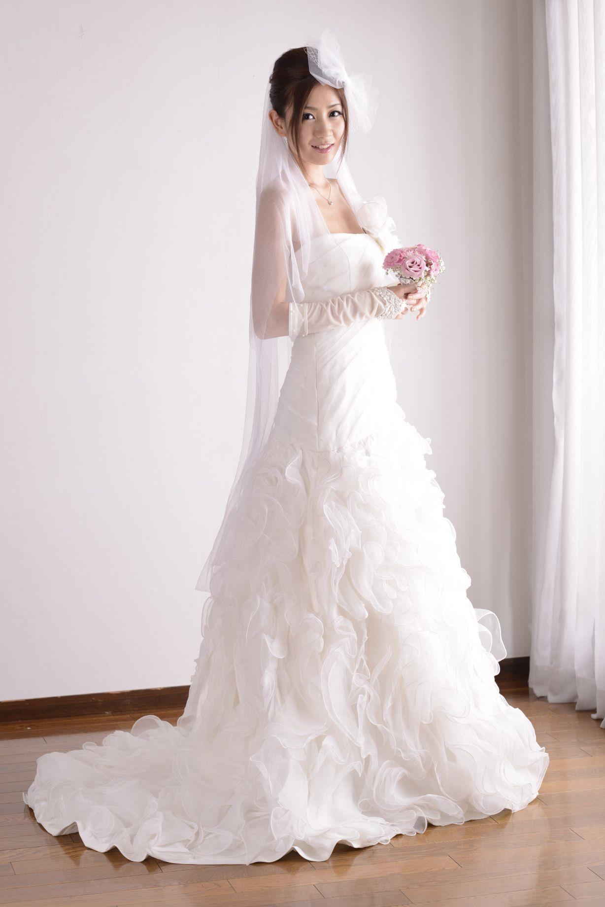 前田かおり ウェディングドレス画像 2
