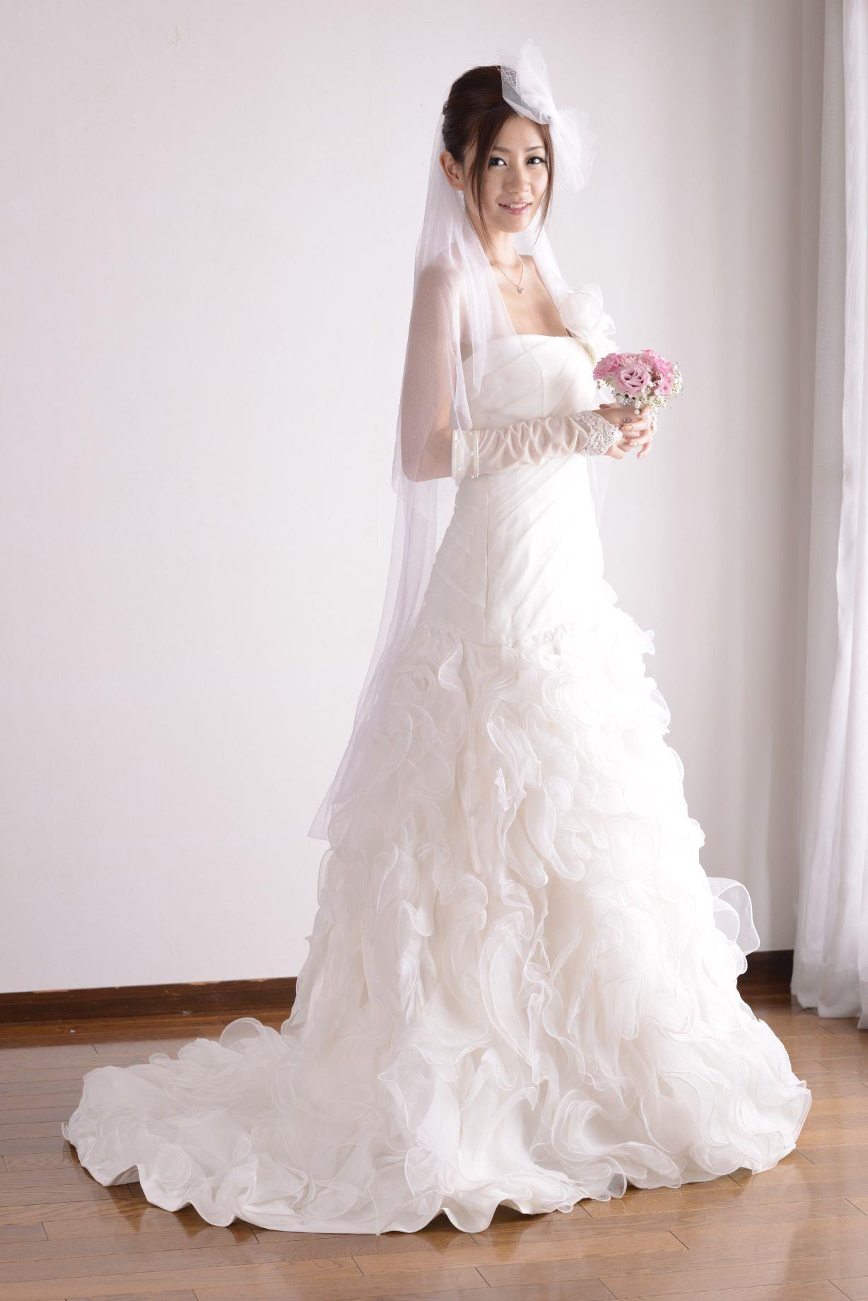 前田かおり ウェディングドレス画像 3