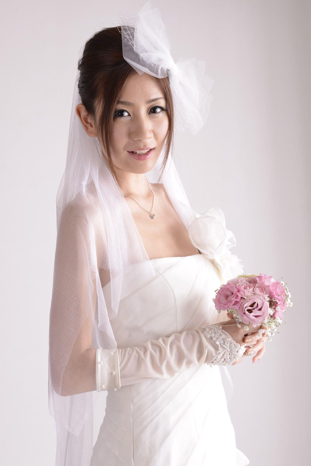 前田かおり ウェディングドレス画像 4