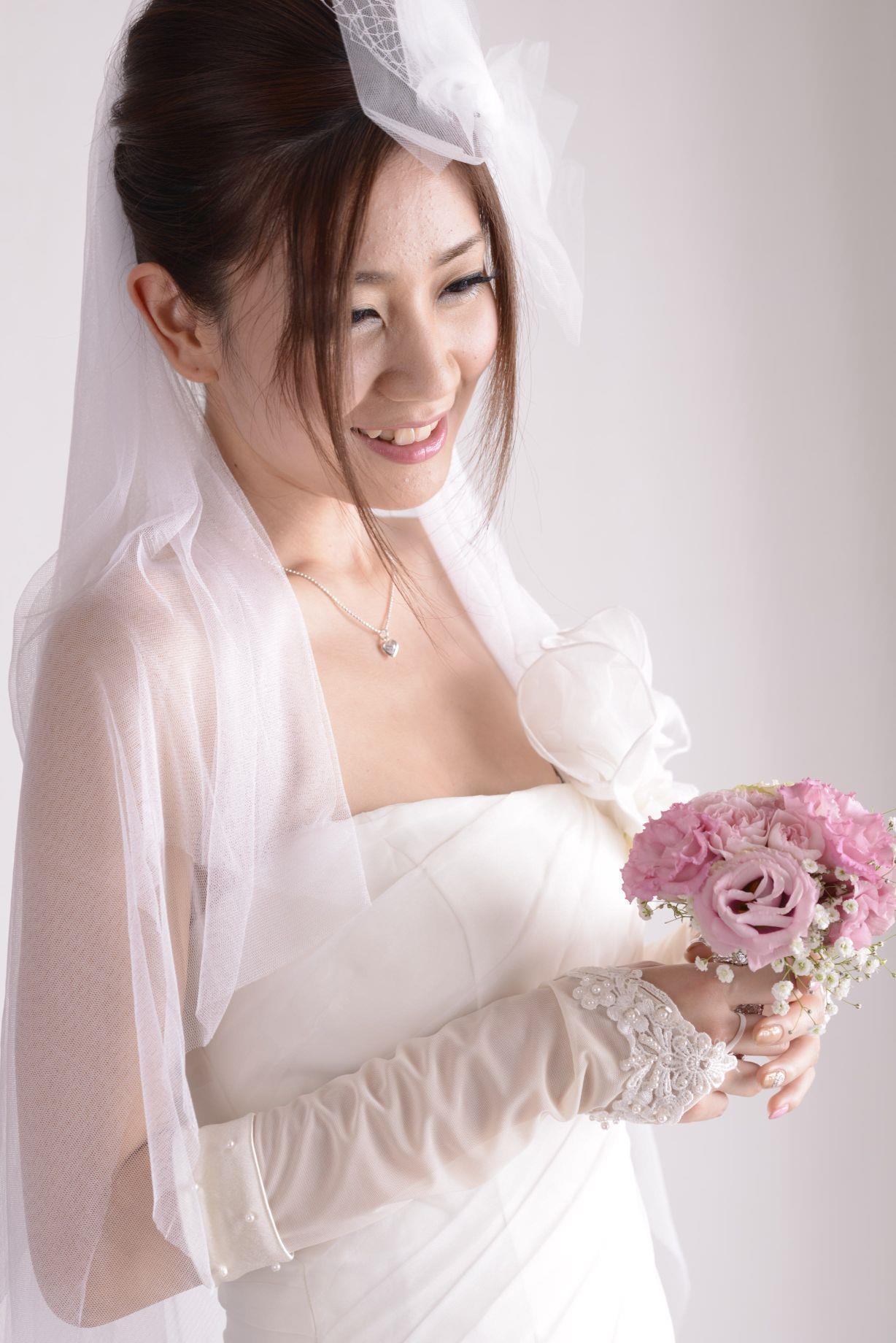 前田かおり ウェディングドレス画像 6