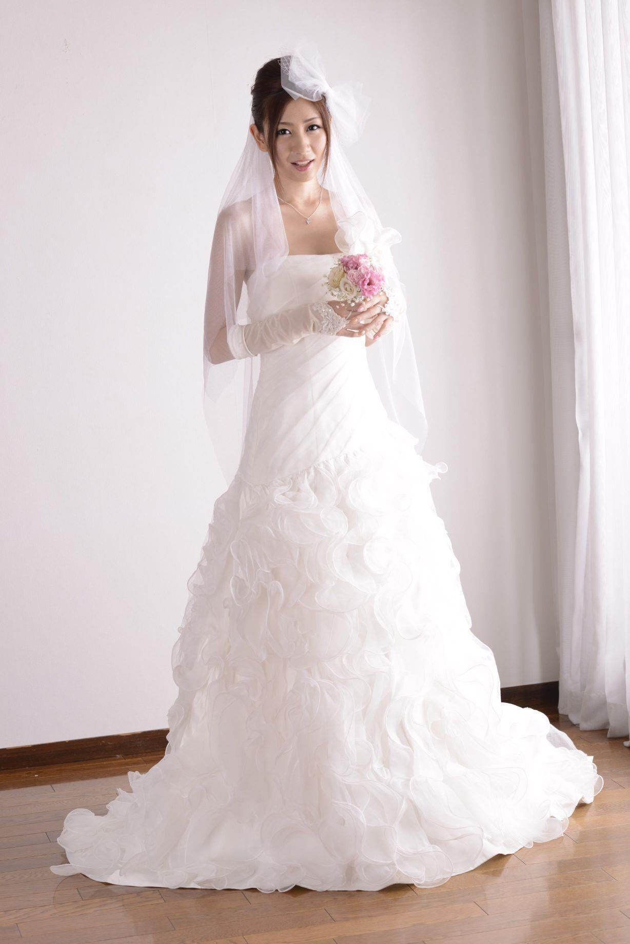 前田かおり ウェディングドレス画像 7