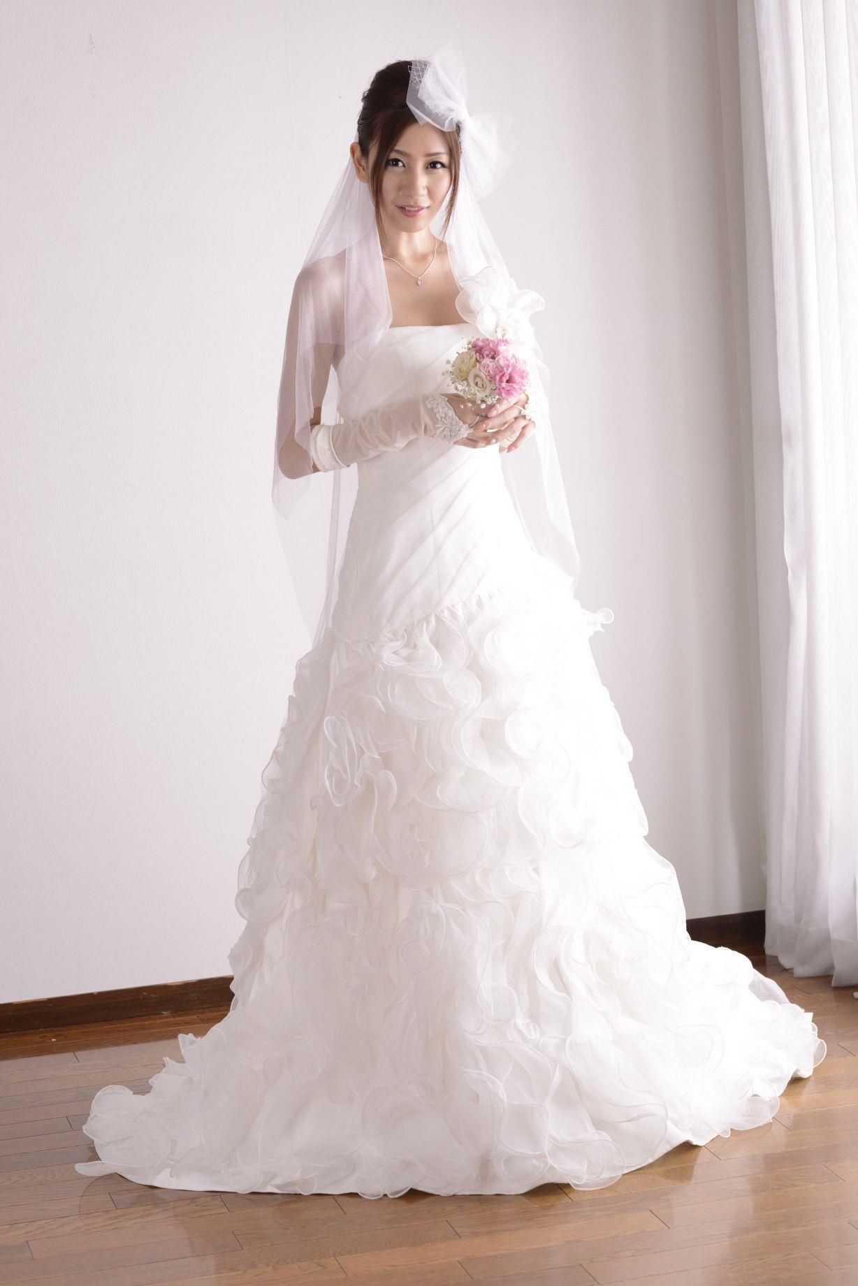 前田かおり ウェディングドレス画像 8
