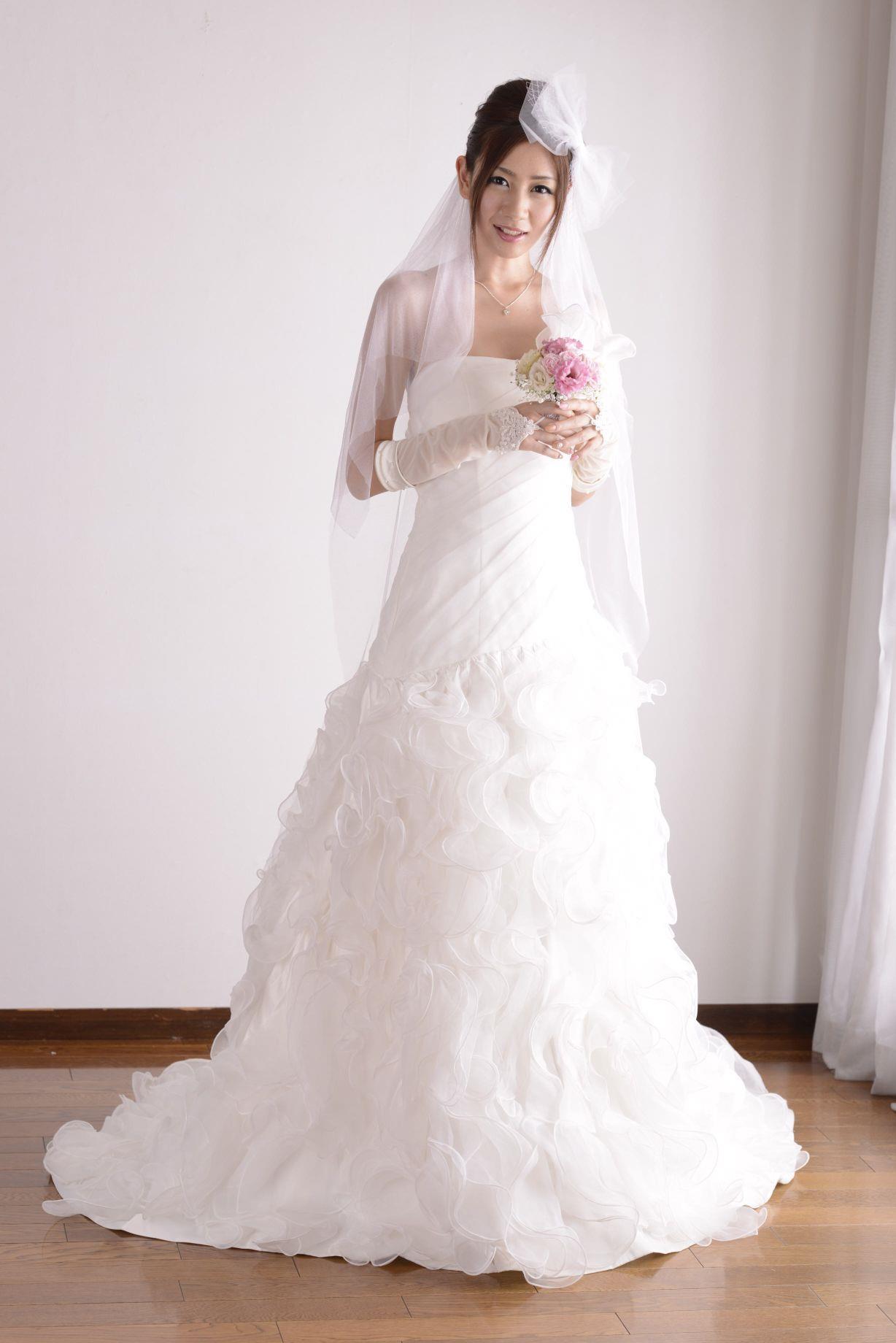 前田かおり ウェディングドレス画像 9