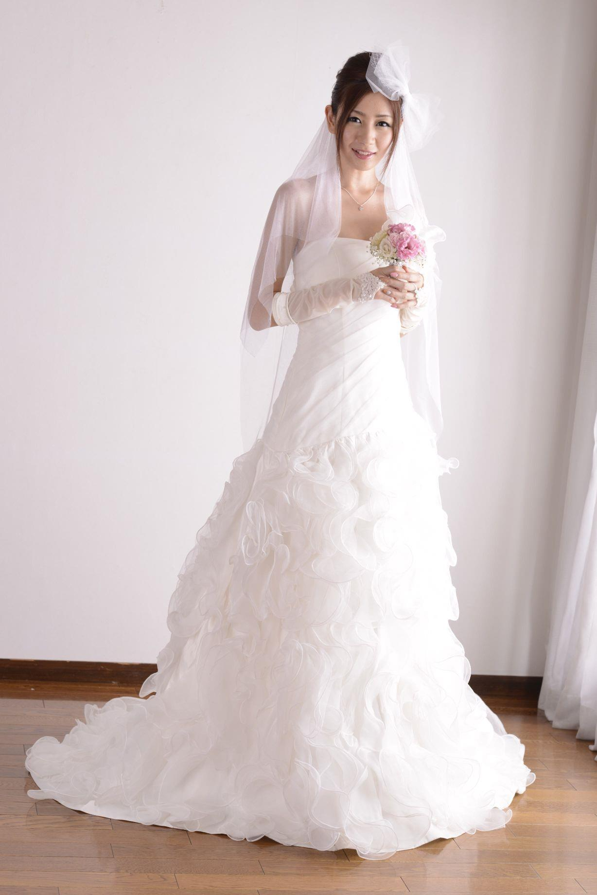 前田かおり ウェディングドレス画像 10