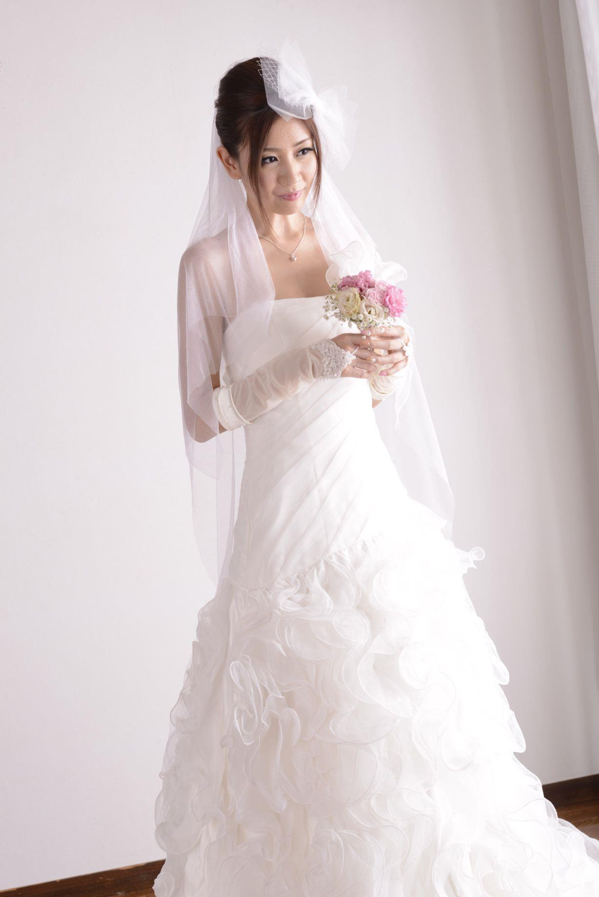 前田かおり ウェディングドレス画像 11