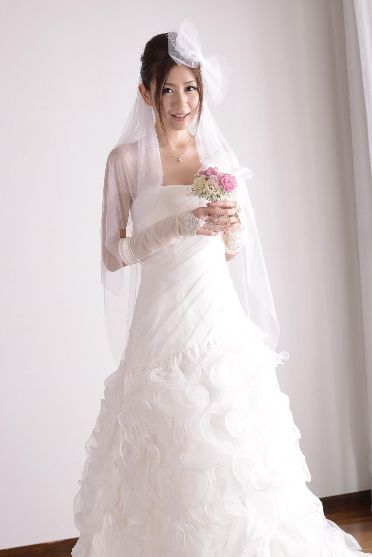 前田かおり ウェディングドレス画像 12