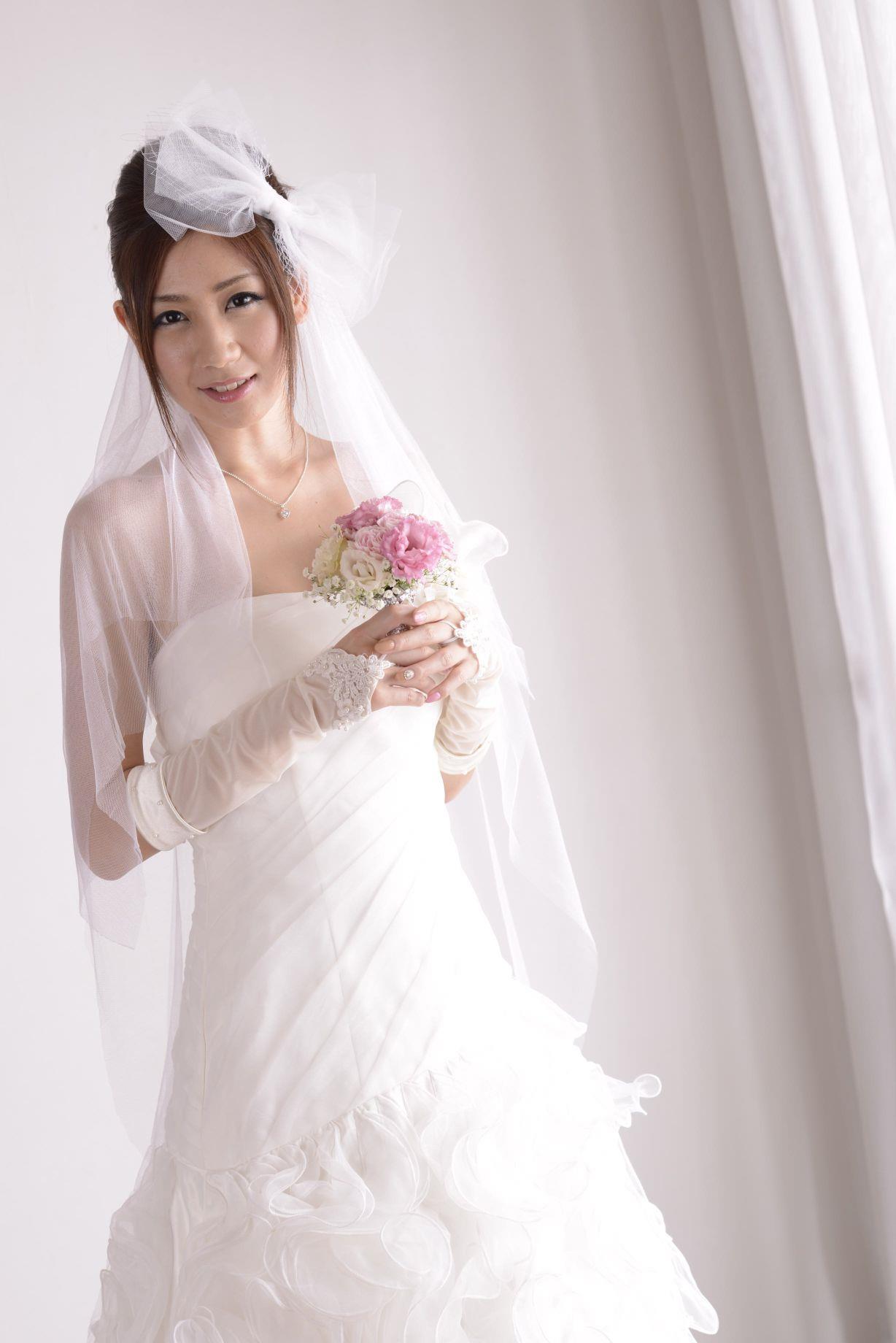 前田かおり ウェディングドレス画像 13