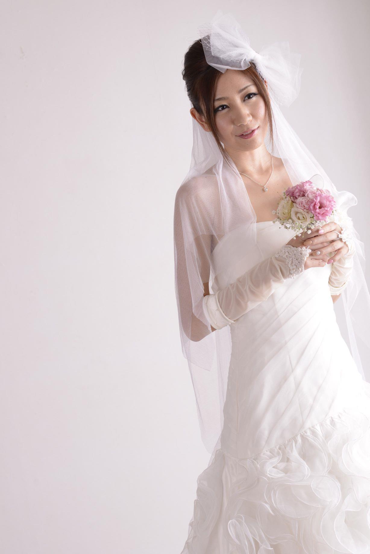 前田かおり ウェディングドレス画像 14