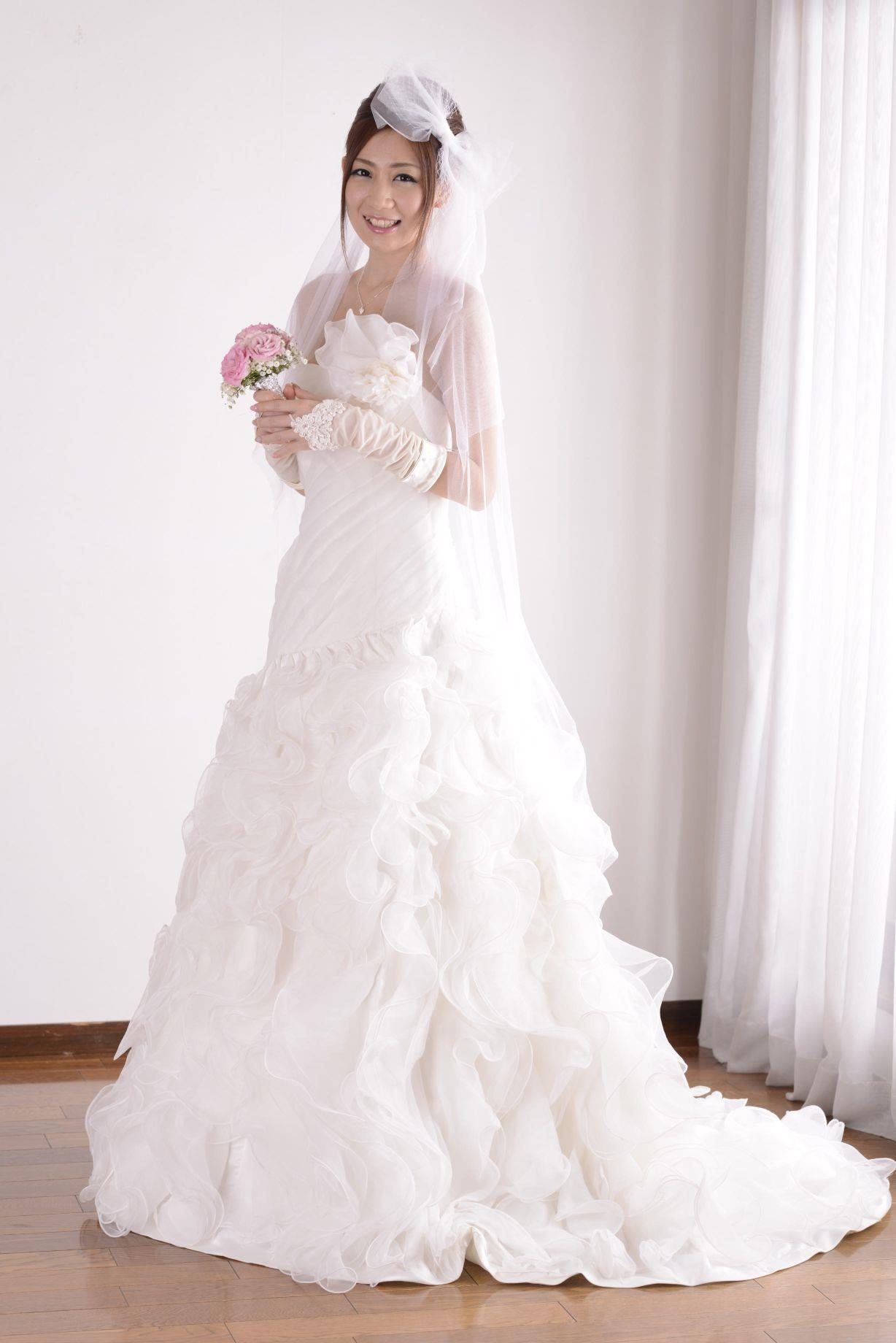 前田かおり ウェディングドレス画像 15