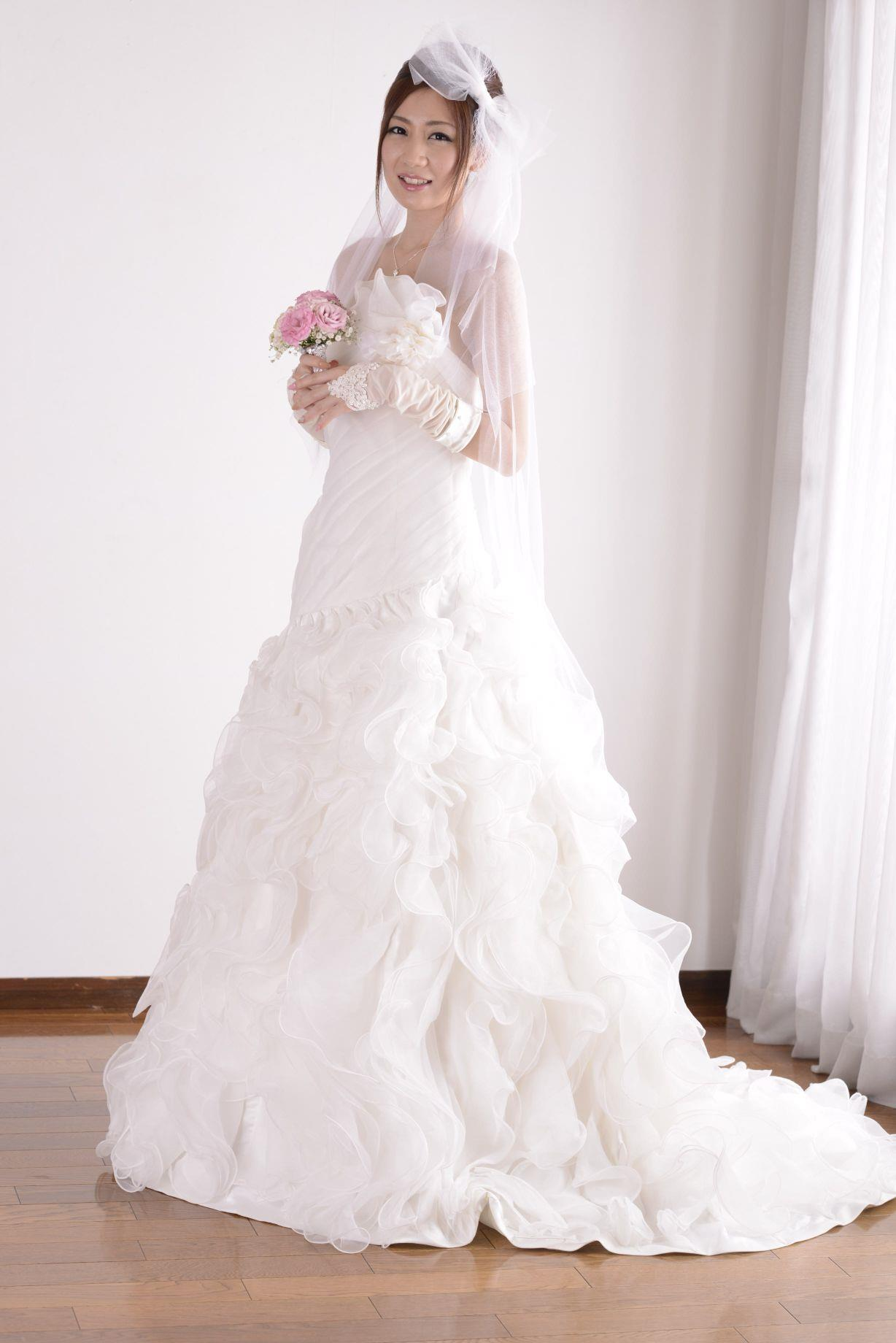 前田かおり ウェディングドレス画像 16
