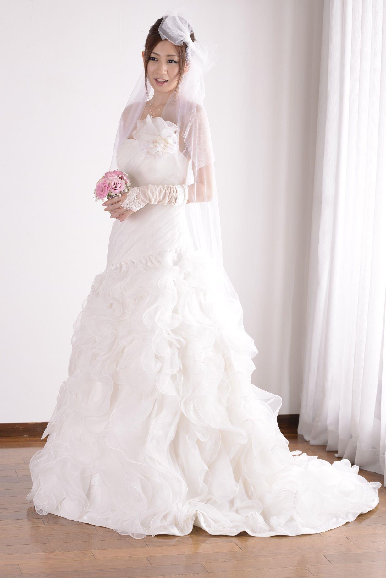 前田かおり ウェディングドレス画像 17