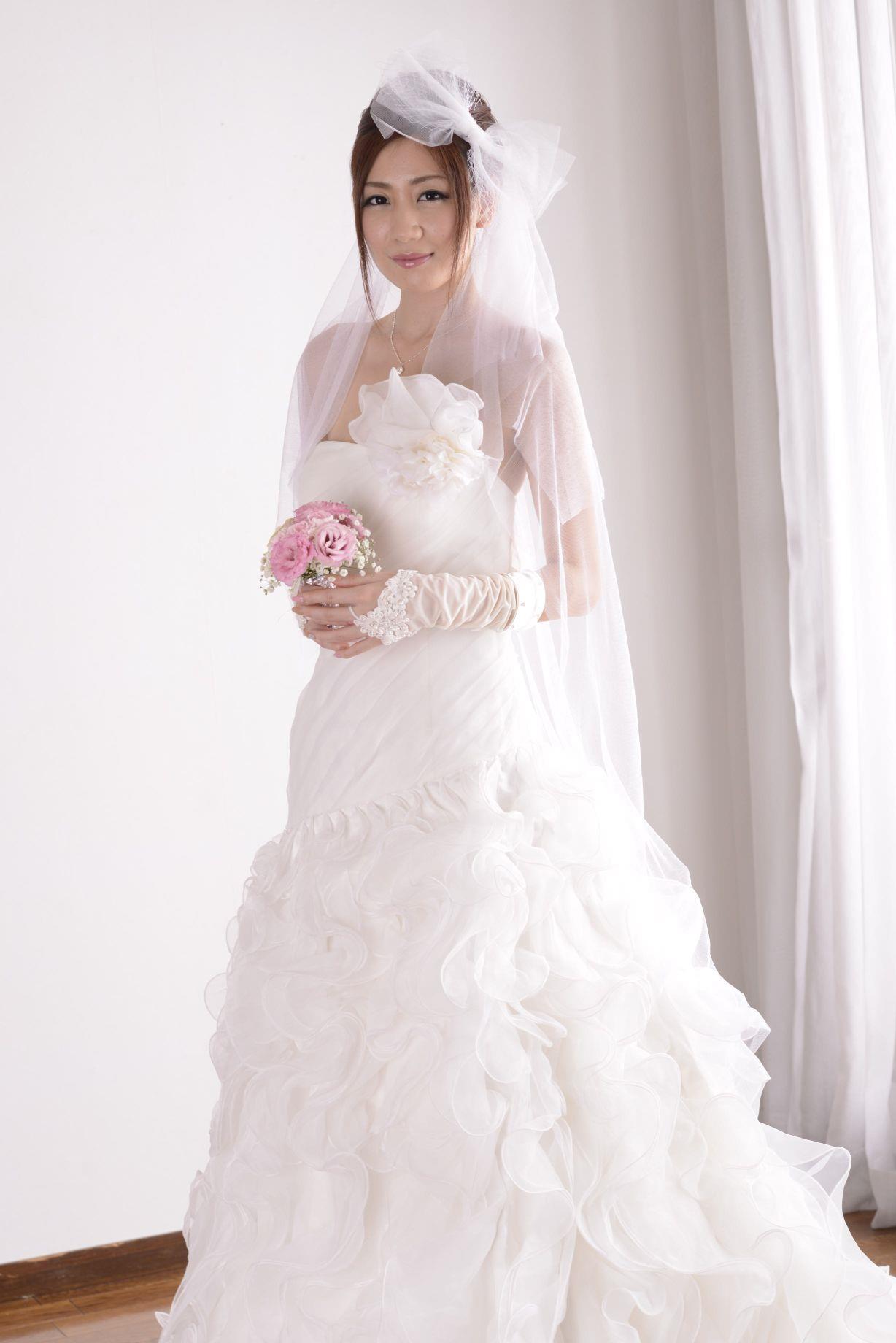前田かおり ウェディングドレス画像 20