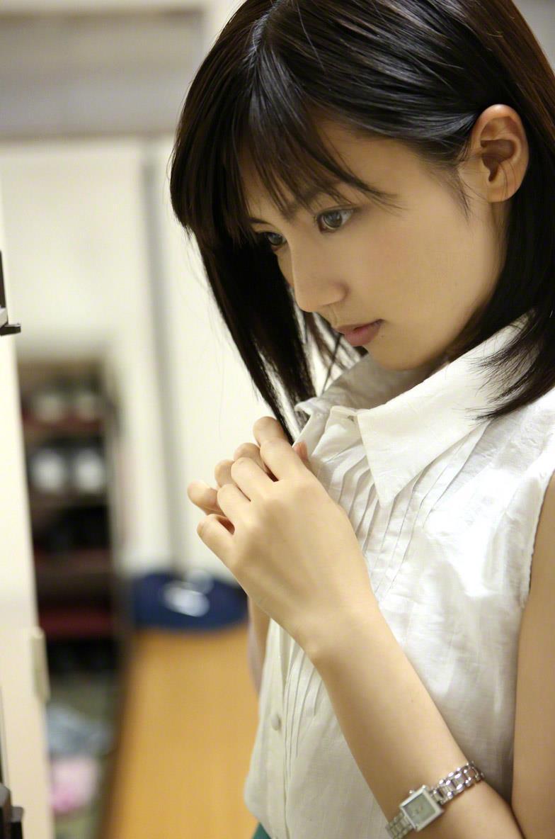 真野恵里菜 セクシー画像 1
