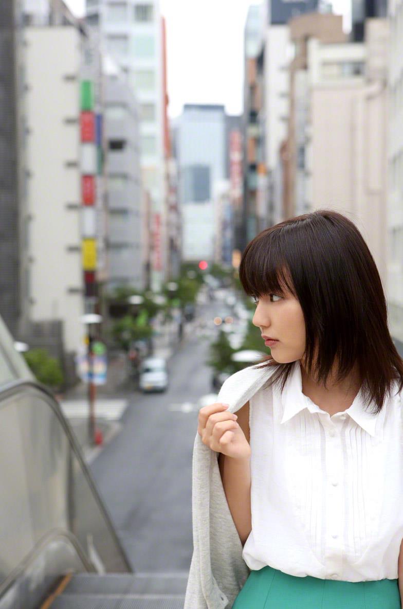 真野恵里菜 セクシー画像 13