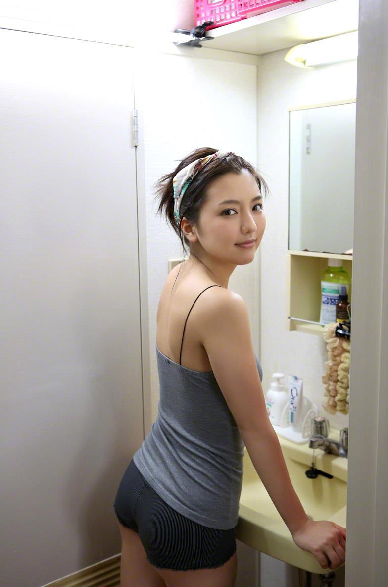 真野恵里菜 セクシー画像 74