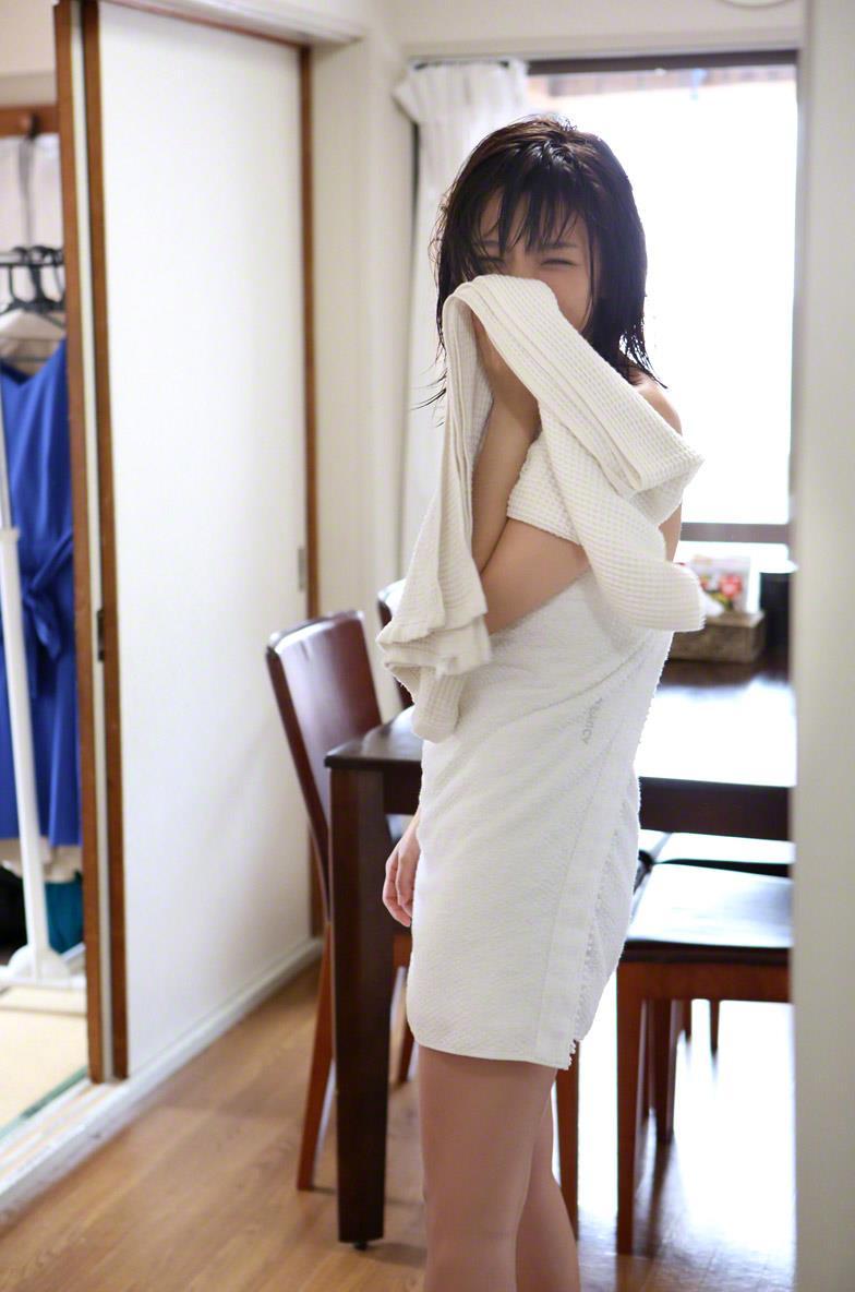 真野恵里菜 セクシー画像 136