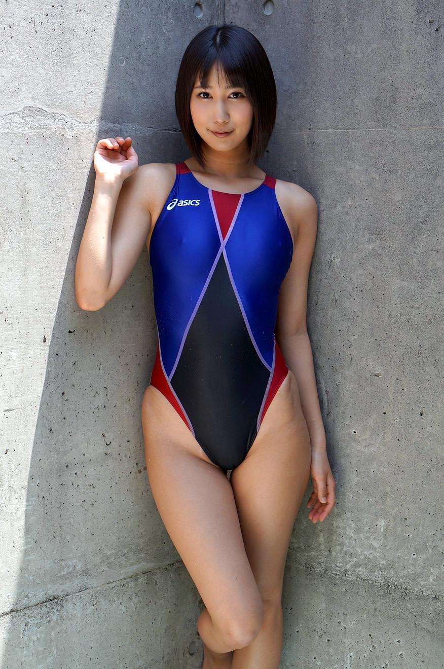 湊莉久 競泳水着エロ画像 22