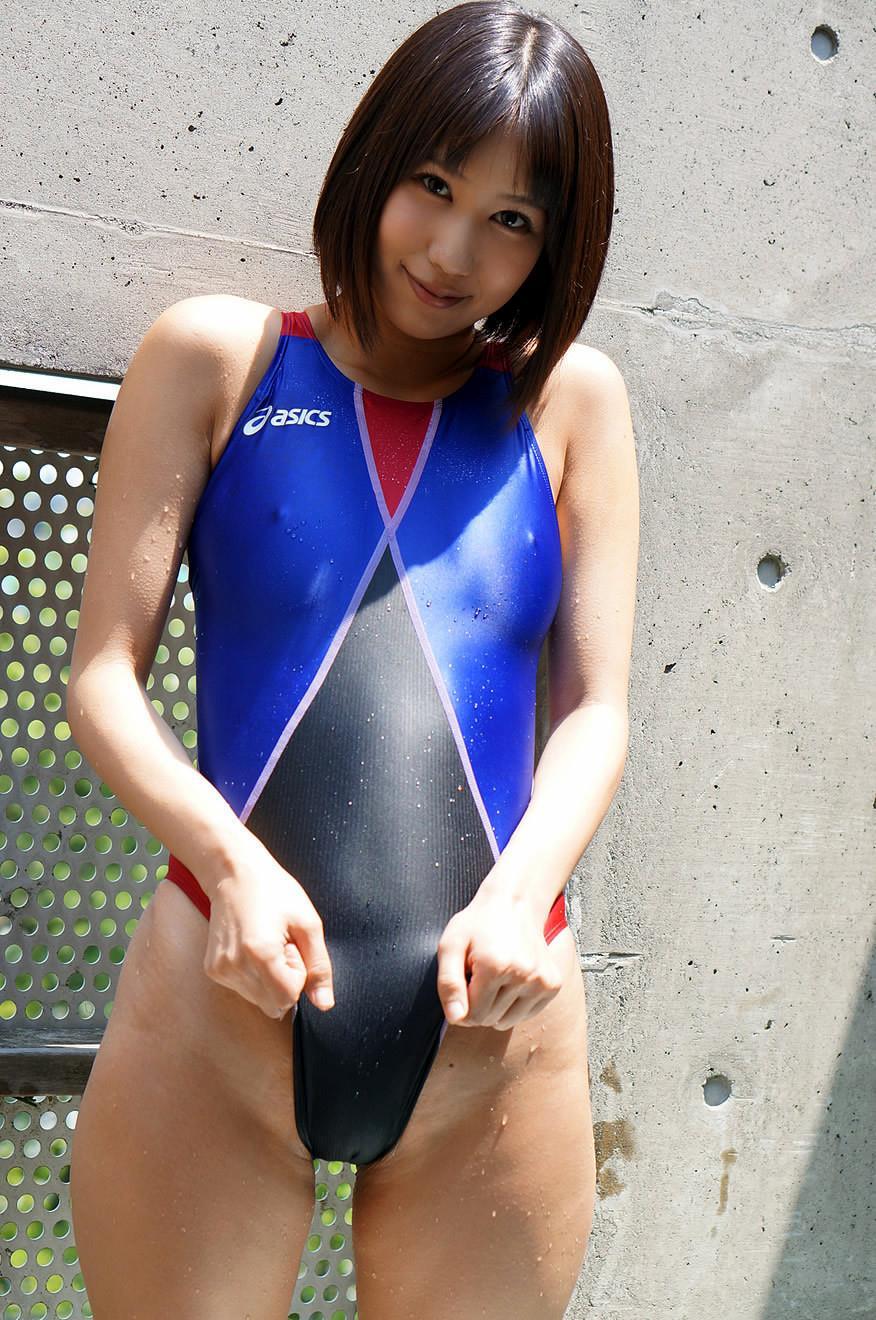 湊莉久 競泳水着エロ画像 31