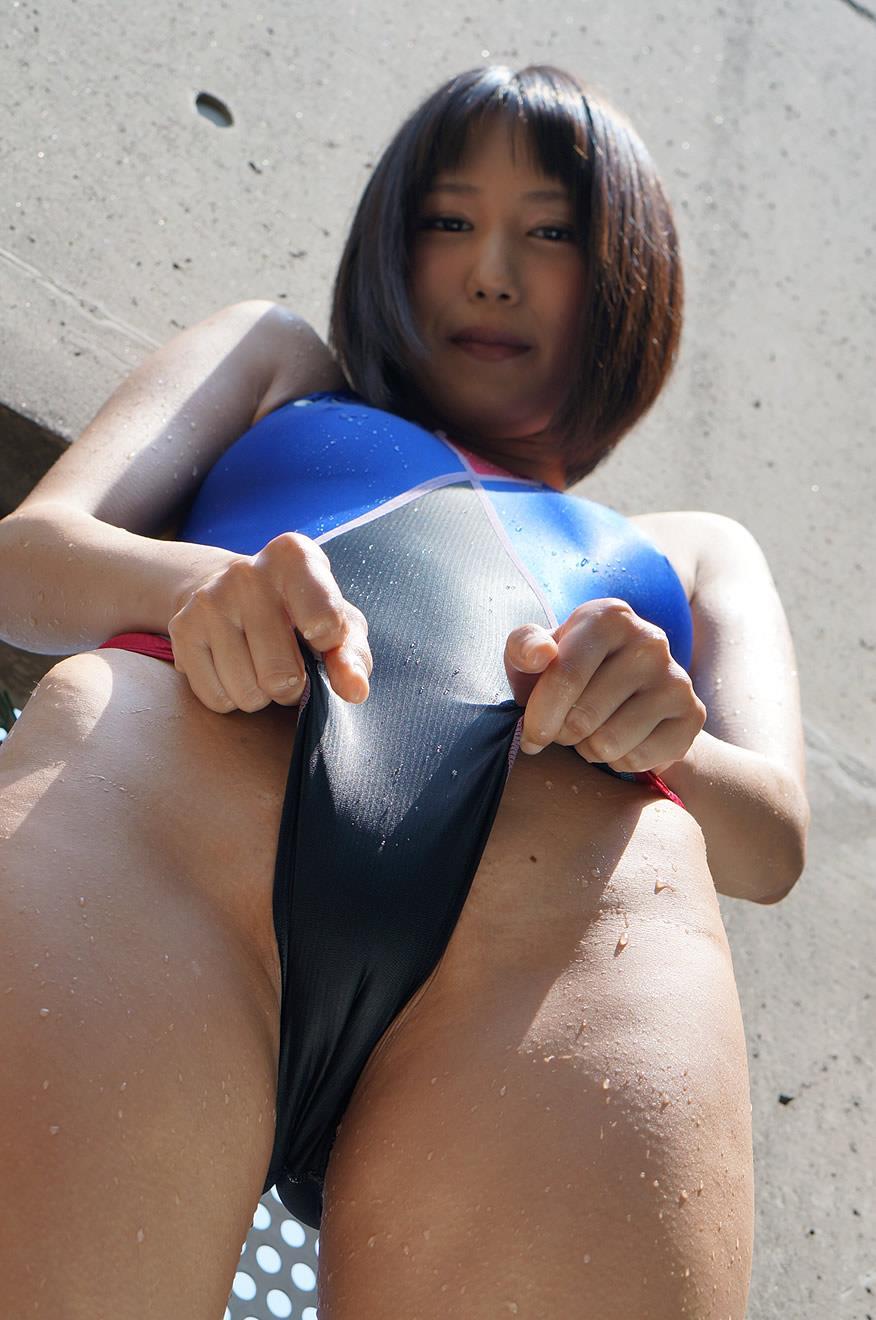 湊莉久 競泳水着エロ画像 32