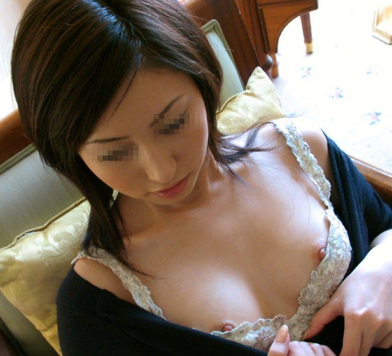 乳首チラ画像 10
