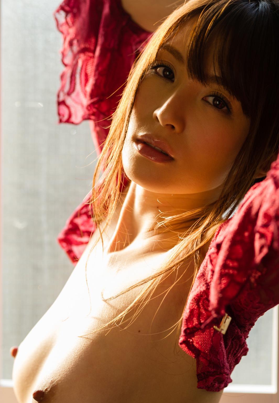 大橋未久 妖艶なセクシーAV女優の抜けるヌード画像