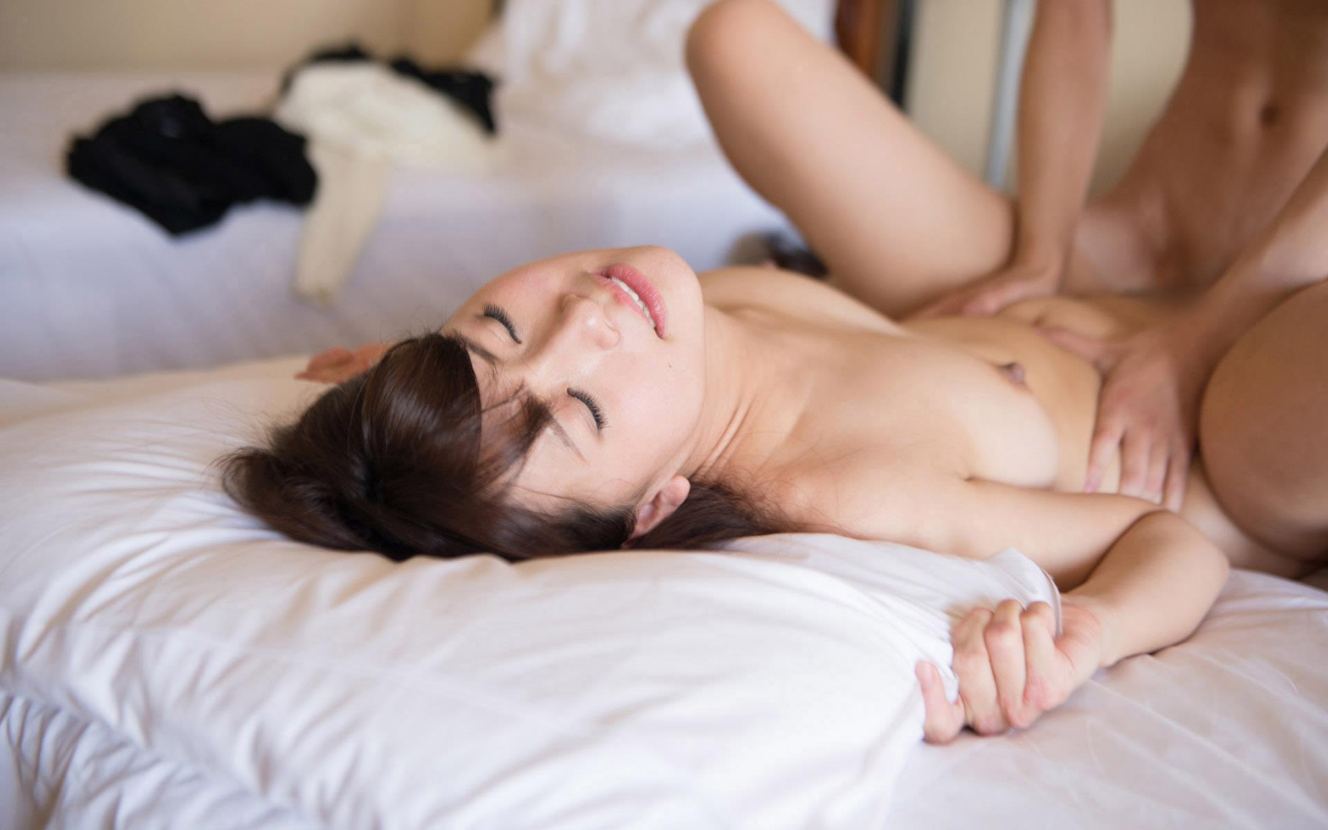 大場ゆい 白い微笑が和む癒し系AV女優セックス画像