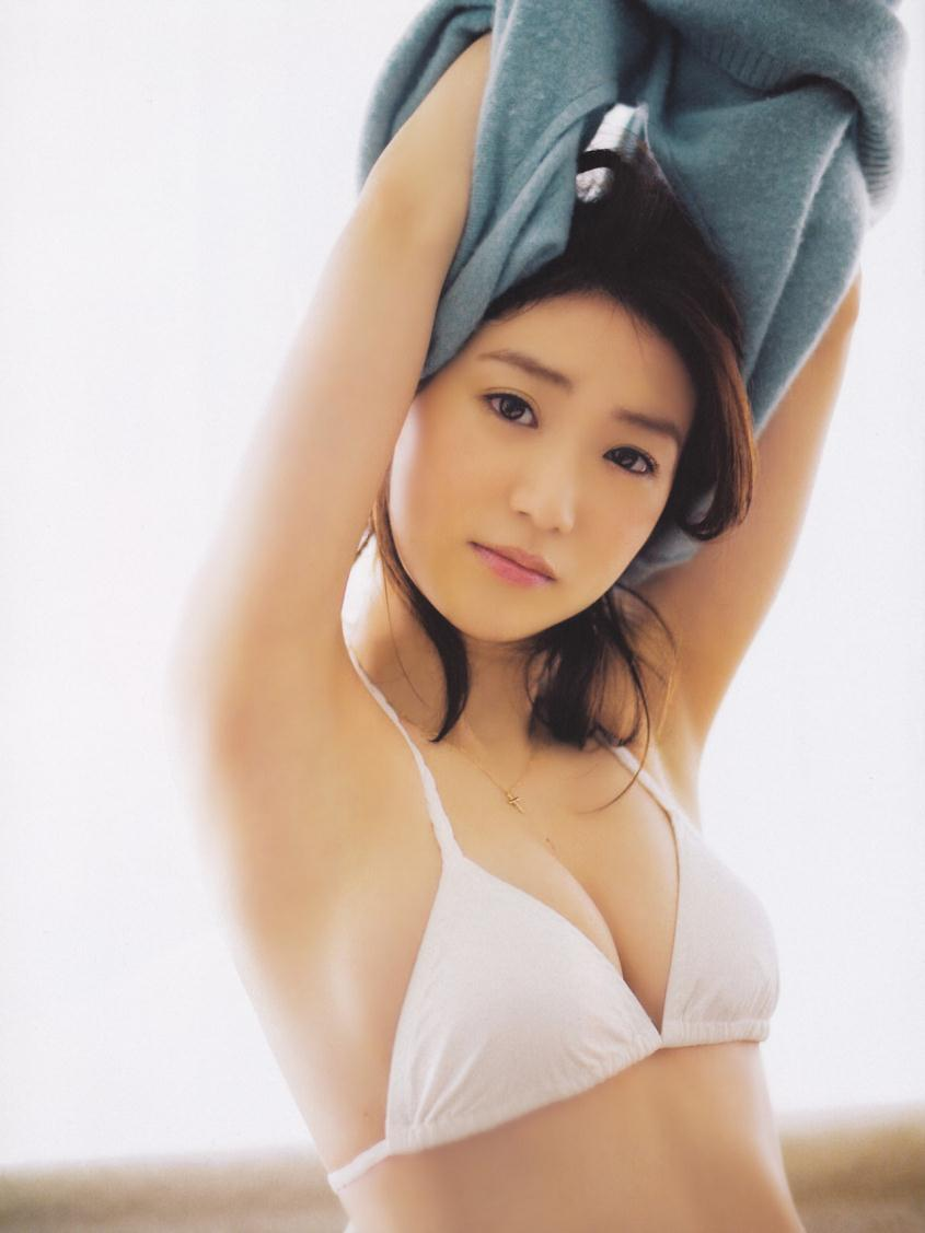 大島優子の過激でセクシーなランジェリー画像